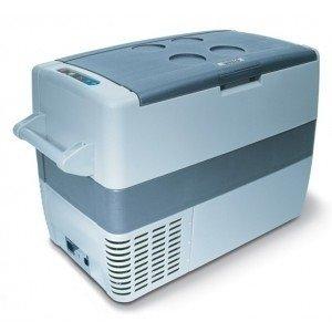 Компрессорный автохолодильник  Waeco-Dometic CoolFreeze CF-5041-140 литров<br>Автомобильный компрессорный холодильник Waeco CoolFreeze CF-50 предназначен для эксплуатации на отдыхе, в походах или путешествиях. Производителем предусмотрена специальная функция автоотключения, которая активизируется в случаях возникновения  перебоев напряжения. При изготовлении внутренней камеры холодильника не используется полиуретан.<br> <br>Преимущества и технические характеристики автохолодильника модели Waeco CoolFreeze CF-50:<br>- используемый объем:  49 литров;<br>- быстрое и эффективное изготовление льда;<br>- автоматическое поддержание требуемой температуры;<br>- уникальный встроенный компрессор;<br>- производителем предусмотрена инструкция на русском языке;<br>- в комплекте поставляются шнуры 12В и  220В;<br>- жесткая и надежная конструкция;<br>- широкий диапазон мощностей;<br>- компактность и современный дизайн. <br> <br>В настоящее время приобретение автохолодильника Waeco CoolFreeze CF-50 является не роскошью, а необходимостью: данный тип оборудования незаменим на отдыхе и в дальних поездках для транспортировки скоропортящихся продуктов. Автомобильные холодильники от компании Waeco эффективно работают в любое время года, практичны и удобны в эксплуатации, а также отличаются прочностью и долговечностью. <br><br><br>Страна: Германия<br>Объем, л: 49<br>Мощность, Вт: 45<br>Питание, В: 12/24/110/220<br>Max температура, C:: +10<br>Min темп., C: 18<br>Кабель питания: Есть<br>Назначение: Легковой автомобиль<br>Габариты ВxШxД, мм: 480x360x630<br>Вес, кг: 18<br>Гарантия: 3 года