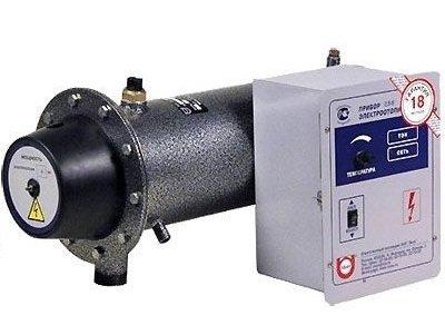 Котел Эван ЭПО-2,54 кВт<br> <br>Компания Эван занимается производством и разработкой широкого спектра отопительного оборудования: электрические и твердотопливные котлы, накопительные и электроводонагреватели, тепловые насосы и теплонакопители. В настоящее время компания входит в состав международного концерна NIBE Industrial AB. Сеть представительств компании насчитывает около 110 организаций, как в России, так и в странах СНГ.<br>Электрические отопители выпускает в пяти классах, от класса эконом до класса люкс. Котел Эван ЭПО-2,5 относится к классу  Стандарт-Эконом . Он используется для отопления жилых, производственных и других помещений небольшой площади. Котел может быть как основным, так и резервным источником отопления. Его  рекомендуется эксплуатировать в помещениях с естественной вентиляцией воздуха.<br>Котел Эван ЭПО-2,5 относится к приборам с первым классом защиты от электрического тока и подключается к однофазной трехпроводной электрической сети.<br>Котел состоит из корпуса с входными и выходными патрубками, крышки с ТЭНом из нержавеющей стали и регулятором температуры. Прибор устанавливается на стену в вертикальном положении. В качестве теплоносителя разрешается использовать воду  или низкотемпературную жидкость без механических примесей.<br>Основными отличительными особенностями электроотопителя Эван ЭПО-2,5 является наличие аварийного термовыключателя, три пульта управления (аналоговый, электронный, модернизированный),  а также экологичность, полная автоматизация управления и низкая стоимость.    <br>Для продолжительной безопасной работы необходимо проводить регулярное техническое обслуживание прибора, кроме того, каждые 5 лет специалист сервисной службы должен проводить освидетельствование котла Эван ЭПО-2,5.  <br>  <br>Электрический котел Эван ЭПО-2,5 поставляется в комплекте с шнуром и вилкой, регулятором температуры теплоносителя, пультом управления, аварийным термовыключателем, инструкцией по эксплуатации и гарантийным талоном.<br> <br><br>Страна: