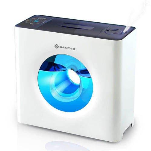 Увлажнитель воздуха Dantex D-H40UFOУльтразвуковые<br> <br>Ультразвуковой увлажнитель воздуха Dantex В-H40UFO позволит Вам сберечь микроклимат Вашего помещения от пересушивания, позаботится о Вашем здоровье, стильным дизайном прибора привнесет в интерьер ноту уюта.<br> Фильтрующий картридж для смягчения воды предотвратит образование осадка на стенках резервуара, а возможность подогрева воды позволит выбирать режимы увлажнения   при помощи холодного пара, или теплого.<br> <br>Особенности прибора:<br> <br><br>Ультразвуковое увлажнение<br>Три скорости увлажнения: низкая, средняя, высокая<br>Теплый/холодный пар<br>Индикатор уровня влажности<br>Датчик уровня воды<br>Регулировка направления пара<br>Сдвоенные вращающиеся распылители<br>Предусмотрена установка деминерализующего картриджа<br>Таймер 12 часов<br>Низкий уровень шума<br>Легкий уход за прибором<br>Стильный дизайн прибора<br>Голубой резервуар и подсветка дополняют эффект уюта<br><br> <br> Ультразвуковой увлажнитель будет полезен не только дома, но и в офисе, особенно если там мы проводим большую часть своего времени. Зимой центральное отопление пересушивает воздух не меньше, чем летом   кондиционер. При этом сухой воздух отрицательно влияет не только на состояние кожи, вызывая ее пересыхание и шелушение, но и на слизистые оболочки и органы дыхания, поскольку дыхательные пути, пересыхая, становятся более восприимчивыми к вирусным и простудным заболеваниям.<br>Принцип действия такого увлажнителя чрезвычайно прост: вода из резервуара попадает на ультразвуковую мембрану, которая расщепляет ее на мельчайшие брызги, образуя облако холодного пара. Этот пар, поступая в помещение, смешивается с воздухом, увлажняя его.<br>Прибор нужно устанавливать вдали от отопительных приборов или работающего кондиционера; нельзя устанавливать прибор на теплую поверхность.<br>Функция подогрева воды обеспечивает нагрев воды в резервуаре до 80 градусов, благодаря чему уничтожается большинство микробов, находящихся в воде. При этом Вы можете 