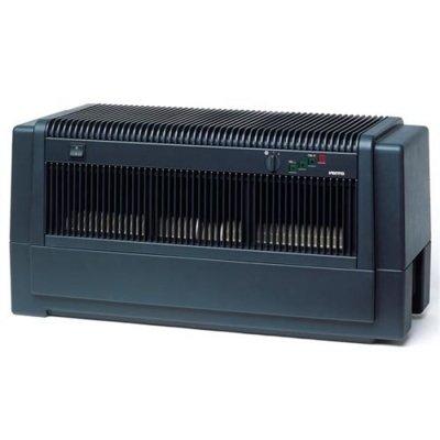 Мойка воздуха Venta LW82 (черная)Промышленные мойки<br> <br><br>Модель Venta LW-82 является более совершенной версией LW-80 и LW-81.<br>Этот очиститель-увлажнитель подойдет как для большого дома, так и для бизнес-помещений. Он оснащен автоматическими подачей и сливом воды. Есть опция автозалива в резервуар гигиенической добавки. Благодаря шлангу подачи и слива воды прибор может использоваться в любом месте.<br> <br>Устройство рассчитано на помещения объемом от 800 м3. Оно способно обеспечивать в комнате необходимый уровень влажности и эффективно очищать воздух. В модели сочетаются классический дизайн, техническое совершенство и максимальное удобство управления и эксплуатации. Производитель предоставляет гарантию на 10 лет.<br><br>Более подробно и наглядно конструкцию и ее элементы можно изучить на рисунке ниже.<br> <br> <br><br> <br>Важнейшими составляющими схемы являются водяная трубка для стока воды (1), насос для стока ненужной воды (15), вентиляторы (4), трубка заполнения водой (8).<br>Идея, лежащая в основе конструкции данной модели, совершенно проста: это использование воды в качестве фильтра для очистки воздуха. Очищаемый воздух засасывается внутрь и пропускается через воду, в которой вращается пластинчатый барабан и которая удерживает даже очень маленькие частички. Одновременно с этим чистая вода испаряется. Воздух автоматически увлажняется до необходимого уровня по принципу холодного испарения. В результате удаляются волосы, пыль, грязь, табачный дым, вредные бактерии, запахи, пыльца, продукты жизнедеятельности клещей.<br>Сменные элементы, которые необходимо было бы периодически очищать, отсутствуют. Остальные компоненты очень легко подвергаются очистке и не требуют постоянного специального ухода.<br>  <br><br><br>Гигростат Venta Прибор для измерения влажности, который производится компанией Galltec. Измерительный элемент прибора состоит из многочисленных лент синтетической ткани с 90 отдельными волокнами, диаметр каждой из которых составляет 3 мм. Благодар