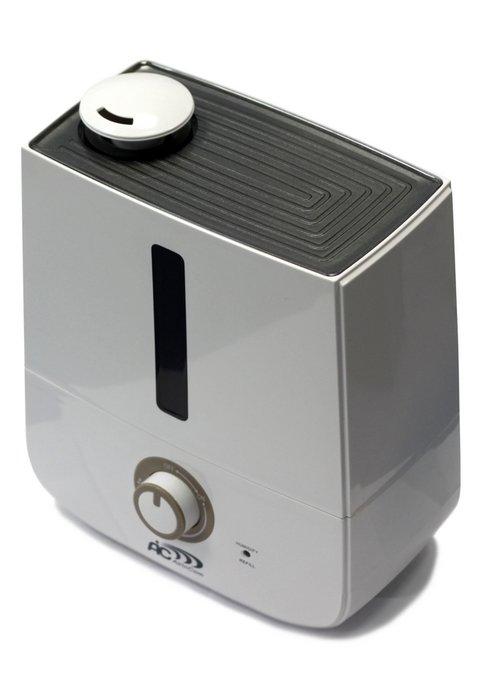 Увлажнитель воздуха Aic SPS-809Ультразвуковые<br>Простой в эксплуатации прибор для увлажнения воздуха от AIC серии SPS-809. Данный увлажнитель воздуха еще одна модель серии SPS, но в отличие от других моделей имеет классический дизайн и резервуар большей вместительности для воды. Управление у прибора механическое   регулятором включения/выключения можно выбрать оптимальную производительность по увлажнению.   <br>Отличительные особенности увлажнителя AIC SPS-809:<br><br>Ультразвуковая технология увлажнения;<br>Элегантный дизайн, спокойное цветовое исполнение корпуса;<br>Возможность регулировки интенсивности испарения   плавная регулировка;<br>Автоотключение прибора при отсутствии воды в резервуаре;<br>Удобная конструкция позволяет легко наполнять резервуар водой;<br>Бесшумная работа;<br>Высокое качество комплектующих обеспечивают прибору длительный срок безупречной эксплуатации. <br><br>Приборы для увлажнения воздуха давно перестали быть чем-то особенным   для современного человека, который заботиться о своем здоровье и здоровье членов своей семьи, увлажнитель это рядовой бытовой прибор, который поддерживает оптимальный уровень влажности в помещении. Значение оптимальных параметров воздуха для человека давно изучено и поддержать их в нужных и полезных для здоровья рамках под силу бытовому прибору   увлажнителю. Для того чтобы уровень влажности в помещении был в приделах 55-65 % достаточно иметь небольшой прибор (увлажнитель) и воду   потребляя совсем немного энергии (всего 20-30 Вт) и расходуя 150-250 мл/ч воды в помещении в течение небольшого промежутка времени влажности достигнет заданных параметров. Увлажнители воздуха серии AIC SPS, использующие хорошо зарекомендовавшую себя ультразвуковую технологию, это современные приборы элегантного дизайна, которые просты в эксплуатации и имеют высокую эффективность.<br><br>Страна: Италия<br>Производитель: Италия<br>Площадь, м?: 30<br>Площадь по очистке, м?: 30<br>Обьем бака, л: 3,0<br>Колво режимов работы: 2<br>Расход воды,