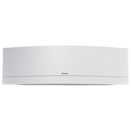 Настенный кондиционер Daikin FTXJ20M-W/RXJ20M20 м? - 2 кВт<br>Настенная сплит-система Daikin (Дайкин) FTXJ20M-W/RXJ20M   это ключ к контролю за климатом в вашем доме. Данное оборудование осуществляет обогрев или охлаждение воздуха, за счет чего можно контролировать и поддерживать определенный температурный режим внутри жилых помещений городской квартиры или загородного дома. Дизайн устройства разработан профессионалами своего дела и очень эргономичен.<br>Особенности и преимущества настенных сплит-систем  Daikin серии FTXJ-M:<br><br>Совершенство технологий, выполненное в эксклюзивном дизайне Emura.<br>Кристально белая или серебристая панель.<br>В кондиционере используется наиболее озонобезопасный и энергоэффективный хладагент R-32.<br>Наивысший класс сезонной энергоэффективности SEER А+++.<br>Онлайн контроллер BRP069A41 (поставляется в комплекте) позволяет управлять кондиционе-<br>ром при помощи смартфона, компьютера или планшета.<br>Кондиционер работает практически бесшумно: уровень звукового давления снижен до 19 дБА.<br>Двухзонный датчик Intelligent Eye определяет, в какой части помещения находятся люди, и направляет поток воздуха в сторону от них. Если они находятся в обеих зонах, то воздух будет направляться вертикально вниз при нагреве, вдоль потолка - при охлаждении. При отсутствии людей кондиционер будет переведен в энергосберегающий режим (экономия электроэнергии до 30%).<br>Многоступенчатая очистка воздуха с фотокаталитической функцией и противоалергенным фильтром с ионами серебра.<br>Режим комфортного воздухораспределения. Объемный воздушный поток обеспечивает наилучшую циркуляцию воздуха в помещении за счет согласованных качаний заслонок и жалюзи.<br><br>В серию FTXJ-M входят бытовые сплит-системы, разработанные современным производителем климатической техники Daikin. Каждая модель из данной серии являет собой серьезное настенное оборудование с лаконичным дизайнерским решением, которое, помимо ряда эффективных функций и режимов, опционально имеет возможно