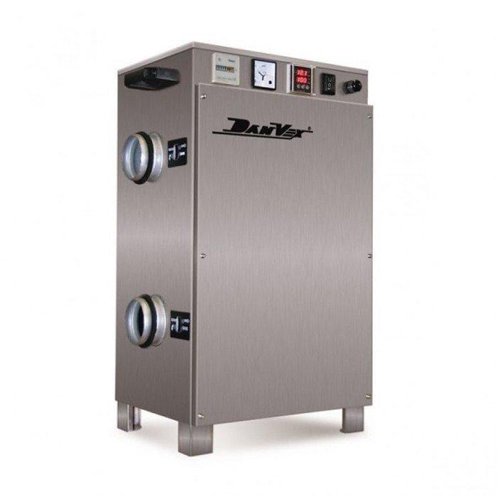 Осушитель воздуха DanVex AD-200&lt; 30 литров<br>&amp;nbsp;<br>Характеристики:<br><br>Установка не может использоваться для охлаждения воздуха<br>Рабочий диапазон, температура:&amp;nbsp;-18 - 20&amp;nbsp;&amp;nbsp;&amp;deg;С<br>Рабочий диапазон, влажность:&amp;nbsp;2 - 100&amp;nbsp;% отн.&amp;nbsp;вл.<br>Пр 20 &amp;deg;С / 60% отн. вл.: 16,8 &amp;nbsp;л/день<br>Частота: 50 Гц<br>Электропитание:&amp;nbsp;1~230 В<br>Работа установки основана на принципе адсорбции<br>Имеется&amp;nbsp;ЖК дисплей для проверки функций системы<br><br>&amp;nbsp;<br><br>Прибор разработан для автоматического, бесперебойного осушения&amp;nbsp;воздуха.<br>Компактность установки делают ее еще более удобной в эксплуатации и при транспортировке.<br>Работа осушителя построена на принципе адсорбции. Он оборудован вращающимся&amp;nbsp;ротором, который изготовлен из стекловолокна и жаропрочной керамики, системой нагрева регенерирующего потока воздуха, тихим вентилятором, и силовым кабелем со штекером.<br>На приборе также расположен ЖК дисплей для проверки функций системы.<br><br>Установка соответствует всем требованиям по безопасности, установленным соответствующими положениями ЕС. Установка комфортна и безопаснав работе.<br>Основные помещения, в которых может быть использован осушитель:<br>&amp;mdash; Склады и подвалы<br>&amp;mdash;&amp;nbsp;Холодильные камеры, ледовые арены, катки<br>&amp;mdash;&amp;nbsp;Прачечные, раздевалки<br>&amp;mdash;&amp;nbsp;Складские зоны, лаборатории<br>Сфера применения осушителей воздуха удивляет своим разнообразием. В любом современном бытовом или промышленном помещении никак не обойтись без данного прибора.<br>Если Вы решили создать в своем доме или на работе оптимальный здоровый микроклимат, Вам обязательно стоит обратить внимание на модели осушителей от компании&amp;nbsp;DanVex.<br>&amp;nbsp;<br><br>Страна: Финляндия<br>Производитель: Финляндия<br>Осушение л\сутки: 14,4<br>Производительность, мsup3;/ч: 200<br>Функция обогрева: Нет<br>Отвод конденсата: Дренажная трубка