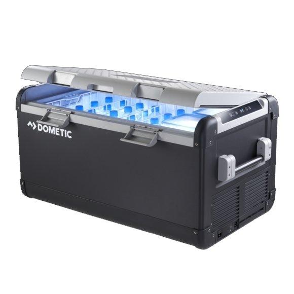 Компрессорный автохолодильник Dometic COOLFREEZE CFX 100W41-140 литров<br>Dometic (Дометик) COOLFREEZE CFX 100W   это новый, усовершенствованный автохолодильник, который придется по душе любителям путешествий и пикников. Модель осуществляет работу в широком диапазоне температур. Автохолодильник исполнен в прочном корпусе, на котором предусмотрены удобные ручки для транспортировки. Для максимального комфорта производитель добавил возможность управления температурой по WI-Fi.<br>Особенности и преимущества рассматриваемой модели компрессорного автохолодильника Dometic:<br><br>Охлаждает или замораживает в диапазоне от + 10 до - 22 градусов Цельсия<br>WLAN приложение для полного контроля и управления холодильником с помощью смартфона или планшета<br>Аварийный переключатель - при неисправности электронного управления подвиньте выключатель в положение  EMERGENCY OVERRIDE  и холодильник будет работать на полной мощности охлаждения.<br>USB порт для зарядки любимых гаджетов - мобильных телефонов, планшетов, MP3 плееров и т.д.<br>Электронный термостат с цифровой индикацией температуры, сохраняет ранее установленную температуру, даже после выключения<br>Трёхступенчатое реле для защиты аккумулятора от разрядки<br>2 съёмные корзины из толстой стальной проволоки<br>Возможность работы от солнечной батареи<br>Допустим постоянный крен в 30 градусов<br>Внутреннее LED освещение<br>Большой объем<br>Прочный пластиковый корпус, надежные стальные петли с возможностью перенавешивания крышки<br>Складывающиеся ручки, также могут быть использованы в качестве проушины для фиксации холодильника<br>Не боится вибрации, допустим постоянный наклон до 30  <br>Надежный механизм закрытия<br><br>Серия автомобильных холодильников CoolFreeze CFX   это новинка от немецкого бренда Dometic. Инженеры компании учли все пожелания пользователей и разработали автомобильные холодильники представленной линейки, которые на сегодняшний день стали, пожалуй, самыми совершенными автохолодильниками в России. Серия CFX   