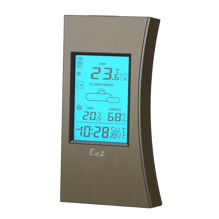 Цифровая метеостанция Ea2 ED608С радиодатчиком<br>Настольная метеостанция&amp;nbsp;Ea2&amp;nbsp;ED608&amp;nbsp;представляет собой оригинальное беспроводное многофункциональное устройство, созданное с использованием передовых технологий и выполненное в корпусе из качественных и надежных материалов. Рассматриваемая модель отлично применяется в самых разных условиях, не создает шума и не требует частого обслуживания. Идеально служит в бытовых или административных помещениях &amp;mdash; это лучший выбор для дома!<br><br>Страна: Китай<br>Диапазон темп. t, С: 40+50<br>Диапазон p, мм. рт. ст.: None<br>Диапазон rH, : 2099<br>Разрешение t, С: 0,1<br>Цвет корпуса: Кориченевый<br>Питание, В: Батарейки<br>Колво батареек: 3<br>Тип батарейки: ААА<br>Адаптер к 220В: Нет<br>В комнате t, С: Да<br>За окном t, С: Да<br>Влажность в помещении: Да<br>Влажность за окном: Да<br>Давление: Да<br>Прогноз погоды: Да<br>Лунный календарь: Нет<br>Размер, мм: 158х80х19<br>Вес, кг: 1<br>Гарантия: 1 год<br>Ширина мм: 80<br>Высота мм: 158<br>Глубина мм: 19