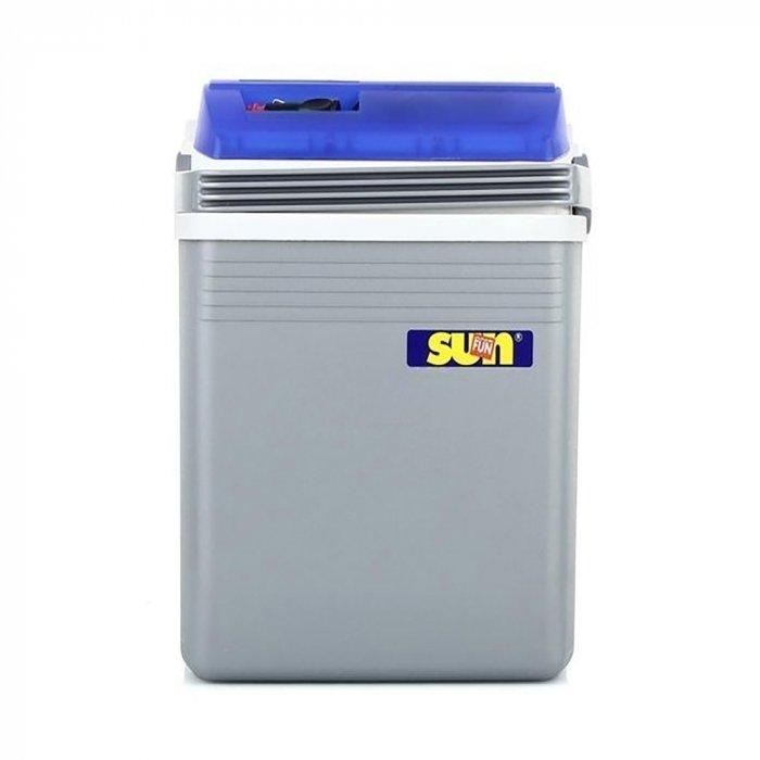 Термоэлектрический автохолодильник Ezetil E 21 Sun&amp;Fun 12V11-20 литров<br>E 21 Sun Fun 12V под брендом Ezetil представляет собой автомобильный холодильник, который при работе создает минимум шума. Несмотря на свои достаточно компактные размеры, устройство вполне сможет вместить напитки и продукты для трех персон. Корпус холодильника выполнен из высокопрочного пластика, который прекрасно выдерживает механические воздействия. Питается агрегат от сети 12В.<br>Особенности и преимущества термоэлектрических автохолодильников от компании Ezetil:<br><br>Работа от бортовой сети автомобиля 12 вольт, а так же от домашней сети 220 вольт;<br>Наличие фиксатора закрытого положения на крышке исключает выпадение содержимого камеры;<br>Модель оснащена интеллектуальной системой энергосбережения;<br>Шнуры питания вмонтированы в специальный отсек на верхней части крышки.<br><br>Общее устройство автохолодильника:<br><br>Приточный вентилятор.<br>Алюминиевый радиатор охлаждения.<br>Внутренняя камера из экологичного пластика.<br>Внешний корпус из ударопрочного пластика.<br><br>Торговая марка Ezetil разработала линейку термоэлектрических автомобильных холодильников, которые, безусловно, понравятся всем любителям дальних поездок или пикников. С такими охлаждающими агрегатами продукты и напитки дольше сохранят свою свежесть, а вы сможете обеспечить себе полезный рацион даже в командировке. Среди преимуществ таких устройств стоит выделить настоящее немецкое качество, компактные размеры и небольшой вес, а также нормальную работоспособность агрегатов при любом наклоне транспортного средства. Семейство представлено множеством моделей, которые отличаются оснащенностью, питанием, конструкцией и, конечно, дизайном и цветовыми решениями.<br><br>Страна: Германия<br>Объем, л: 19,6<br>Мощность, Вт: None<br>Питание, В: 12<br>Max температура, C: None<br>Min температура, C: None<br>Функция подогрева: None<br>Дельта t, C: 16<br>Кабель питания: Есть<br>Назначение: Автохолодильник<br>ГабаритыВШД,мм: 420x27
