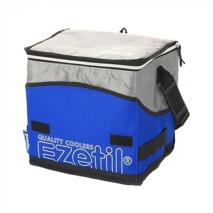 Сумка-термос Ezetil KC Extreme 28 blueСумки-холодильники<br>Созданная по современным технологиям, в ярком спортивном дизайне синего цвета, сумка-термос Ezetil KC Extreme 28 blue станет незаменимым спутником ваших поездок, сохраняя продукты свежими и охлаждая напитки. Благодаря надежной термоизоляции сумка может удерживать холод до 12 часов (при использовании аккумуляторов температуры). Современный материал отделки легко моется. Сумка снабжена удобными ручками для переноски с фиксатором, а так же плечевым ремнем.<br>Особенности и преимущества сумок-термосов представленной серии от компании Ezetil:<br><br>Основной изоляционный слой толщиной 7 миллиметров, внутренний слои обеспечивает удержание температуры внутри термосумки, а внешняя ткань способствует снижению воздействия на содержимое сумки температуры окружающей среды.<br>Изделие произведено с использованием экологически безопасных и гигиеничных материалов, как внутри, так и снаружи, не содержащих в себе поливинилхлорид.<br>Внутренняя камера изготовлена из экологически чистых материалов, допускается к контакту с пищевыми продуктами и соответствует экологическим стандартам и нормативам EC.<br>100% герметичность изотермической сумки обеспечивается современной технологией горячей спайки внутренних швов.<br>Многослойная изоляция обеспечивает надежное удержание температуры помещенных в&amp;nbsp; сумку продуктов при ее максимальном заполнении в течение нескольких часов.<br><br>Серия современных, практичных и удобных в использовании изотермических сумок KC Extreme от известного немецкого производителя &amp;ndash; компании Ezetil поражает разнообразием моделей, где абсолютно каждый сможет подобрать изделие, которое придется по душе именно ему. Модели различны по объему, габаритным размерам и цветовым решениям. Стоит отметить, что вся серия отличается высоким качеством материалов изготовления, каждое изделие проходит персональное тестирование в лабораториях IPV Gmbh.<br><br>Страна: Германия<br>Объем, л: 28<br>Мощность, Вт: 