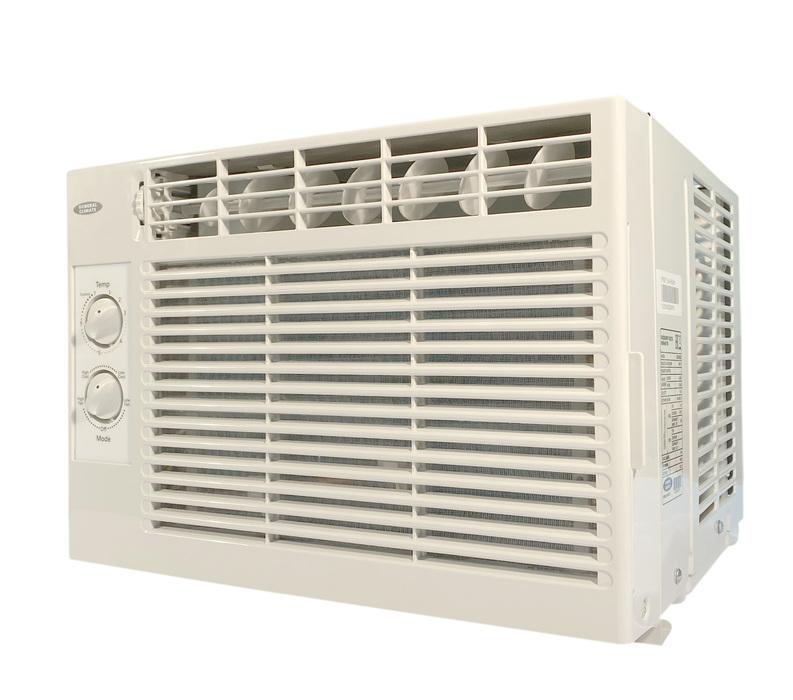 Оконный кондиционер General Climate GCW-05CM1-3 кВт<br>Небольшой оконный кондиционер GeneralClimate GCW-05CM. Самый простой образец климатической техники, но полноценно функционирует на охлаждение, а для удобства программирования предусмотрен пульт дистанционного регулирования. Благодаря установке в оконном проеме можно скрыть практически весь основной корпус и это только положительно повлияет на интерьер. Обладает высокими показателями притока свежего воздуха. Низкая цена и  компактные размеры делают оборудование еще больше востребованным.<br>Функциональные особенности и технические преимущества рассматриваемой модели:<br><br>Суперкомпактный дизайн<br>Высокая эффективность и низкий уровень шума<br>Простота обслуживания фильтров<br>Возможен режим воздухообмена с улицей<br>Удобный монтаж<br>Два варианта дренажа<br>Антибактериальный фильтр<br>Решетка, открывающаяся в две стороны<br>Выдвижное шасси<br>Автоматический перезапуск<br>Антикоррозийное покрытие Gold Fin<br>Система четырехсторонней подачи воздуха<br><br>Широкий и мощный воздушный поток, который позволит создать благоприятный микроклимат в помещении большой площади и разной конфигурации. Упрощенный доступ к теплообменнику позволит исключить полную разборку оборудования. При необходимости хладагент может быть выведен в 4 направления. При малейших подозрениях о неисправности в функциональных возможностях встроенный микроконтроллер произведет автоматическую диагностику для предотвращения сложной поломки климатической техники. Рассматриваемая техника бес сомнения придаст Вашему интерьеру особенности и элегантности. Потребность в заправке фреона сократилось на 50%, благодаря новой двухфазной системе подачи хладагента. Внутренняя система защиты исключает перегрев компрессора, точное реагирование на резкие изменения температуры и давления. <br><br>Страна: Китай<br>Охлаждение, кВт: 1,5<br>Обогрев, кВт: Нет<br>Площадь, м?: 15<br>Инверторное управление мощностью: Нет<br>Поток воздуха мsup3; ч: 300<br>Потребляемая мощност