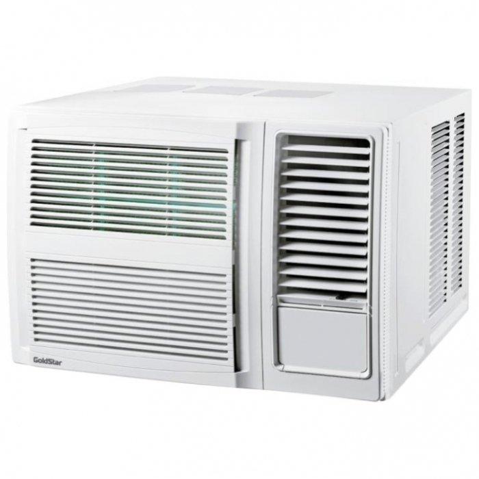 Оконный кондиционер GoldStar GSJC12-NM1A3-5 кВт<br>Для создания приятного, комфортного климата в помещении отличным решением станет оконный кондиционер GoldStar GSJC12-NM1A. Этот компактный прибор устанавливается в оконном проеме и на зимний период при необходимости может легко демонтироваться. Данная модель способна самостоятельно охладить воздух в помещении до 35-37 квадратных метров. Режим приточной вентиляции совместно с эффективным волновым воздушным фильтром позволят сохранять воздух в Вашей комнате свежим, чистым и здоровым. <br>Особенности мобильного кондиционера GoldStar GSJC12-NM1A:<br><br>Долговечность благодаря простоте конструкции<br>Режим осушения<br>Режим вентиляции<br>Подача воздуха в 4-х направлениях<br>Высокоэффективный экранный волновой воздушный фильтр<br>Экологически безопасный фреон R 410A<br>Автоматический выбор режима работы<br>Функцияция авторестарта<br>Функцияция самодиагностики<br>Подмес свежего воздуха<br>Ночной режим<br>Таймер<br><br>Оконный кондиционер GoldStar представляет собой моноблочную конструкцию, внутри которой собраны все его составляющие компоненты. То есть, и наружный, и внутренний блоки объединены в одном корпусе и представлены одним моноблочным оборудованием. Это значительно упрощает монтаж прибора, поскольку не нужно отдельно устанавливать внешний и внутренние блоки   достаточно просто подобрать удобное место для установки этого кондиционера таким образом, чтобы одна часть корпуса выходила на улицу, а другая   в помещение. Это может быть как окно, так и специально предусмотренное для его установки отверстие в стене   в этом случае главным требованием будет небольшая толщина стены   не более 15-20 см.<br>Охлажденный воздух кондиционер подает во всех направлениях, создавая мягкий и равномерный обдув, не оставляя зон с горячим воздухом.<br>Волновой экранный фильтр, установленный в этом кондиционере, обеспечивает надежную защиту не только от пыли, но и от плесени, бактерий и разного рода аллергенов, благодаря чему Вы сможете н