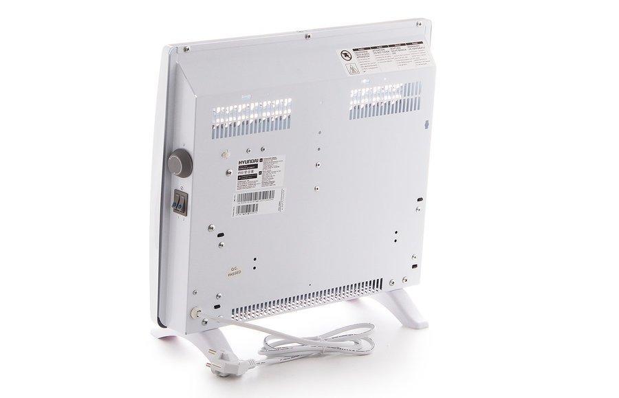 Конвектор электрический Hyundai10 м? - 1.0 кВт<br>Модель электрического конвектора Hyundai (Хендай) H-HV15-10-UI617 предназначена для качественного обогрева помещений. Прибор устанавливается преимущественно в квартирах и офисах. Устройство безопасно в эксплуатации, отличается небольшим весом и может быть установлено напольным и настенным способом. Агрегат оснащен качественными деталями комплектации и рассчитан на продолжительную бесперебойную работу.<br>Достоинства электрического конвектора рассматриваемой модели от Hyundai:<br><br>Эксклюзивный авторский дизайн: уникальная конструкция решетки, повышающая эффективность воздушно-теплового потока<br>Высоконадежный механический термостат<br>Две ступени мощности нагрева для приборов 1500 Вт и 2000Вт<br>Простой настенный монтаж и напольная установка (ножки входят в комплект поставки)<br>Стич нагревательный элемент<br><br>Электрические конвекторы Hyundai выполнены в компактных размерах и отличаются современным элегантным дизайном, поэтому наилучшим образом впишутся в интерьер любого помещения. Приборы характеризуются высокой производительностью и при этом потребляют небольшое количество энергии. Устройства защищены от перегрева и работают практически бесшумно, поэтому безопасны в эксплуатации.<br><br>Страна: Корея<br>Производитель: Китай<br>Mощность, Вт: 1000<br>Площадь, м?: 13<br>Класс защиты: Нет<br>Настенный монтаж: Да<br>Термостат: Механический<br>Тип установки: Стена/пол<br>Длина конвектора: 460<br>Высота конвектора: 400<br>Отключение при перегреве: Есть<br>Отключение при опрокидывании: Нет<br>Влагозащитный корпус IP44: Нет<br>Ионизатор: Нет<br>Дисплей: Нет<br>Питание В/Гц: 220/50<br>Размеры ВхШхГ: 400х460х80<br>Вес, кг: 3<br>Гарантия: 1 год