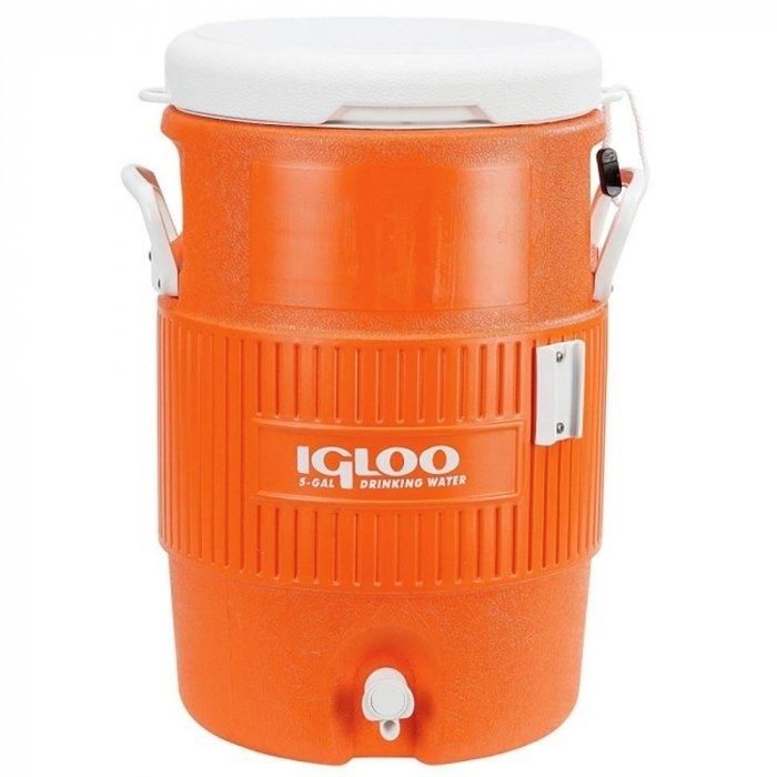 Изотермический контейнер Igloo11-20 литров<br>Igloo 5 Gal Orange   это изометрическая емкость, которая позволяет сохранить напитки и воду идеально охлажденным. Такое устройство будет отличным спутником в различных поездках на пикник, природу, концерты или на соревнования. Для удобства внизу конструкции яркого и жизнерадостного оранжевого цвета размещен кран. Предусмотрены эргономичные ручки для переноски.<br>Основные преимущества приобретения изотермического контейнера от торговой марки Igloo:<br><br>Современный привлекательный дизайн.<br>Удобные для транспортировки размеры.<br>Усиленная поворотная ручка, которую можно зафиксировать.<br>Наличие поддона для слива излишней жидкости.<br>Высокое европейское качество материалов изготовления.<br>Простота в уходе и использовании.<br>Разнообразные цветовые решения.<br>Идеален для любителей активного отдыха, рыбалки, охоты и путешествий.           <br><br>Изотермические пластиковые контейнеры Igloo   это отличное решение для тех, кто любит дальние путешествия, пикники, рыбалку, часто осуществляет поездку на концерты, соревнования и другие мероприятия. Данные изделия из экологически чистых материалов будут поддерживать различные жидкости и напитки охлажденными или горячими   в зависимости от функций и задач конкретной модели. <br><br>Страна: США<br>Объем, л: 18.9<br>Мощность, Вт: None<br>Питание, В: Нет<br>Max температура, C: None<br>Min температура, C: None<br>Функция подогрева: None<br>Дельта t, C: None<br>Кабель питания: Нет<br>Назначение: Изотермический контейнер<br>ГабаритыВШД,мм: 500x390x320<br>Вес, кг: 3<br>Гарантия: 6 месяцев