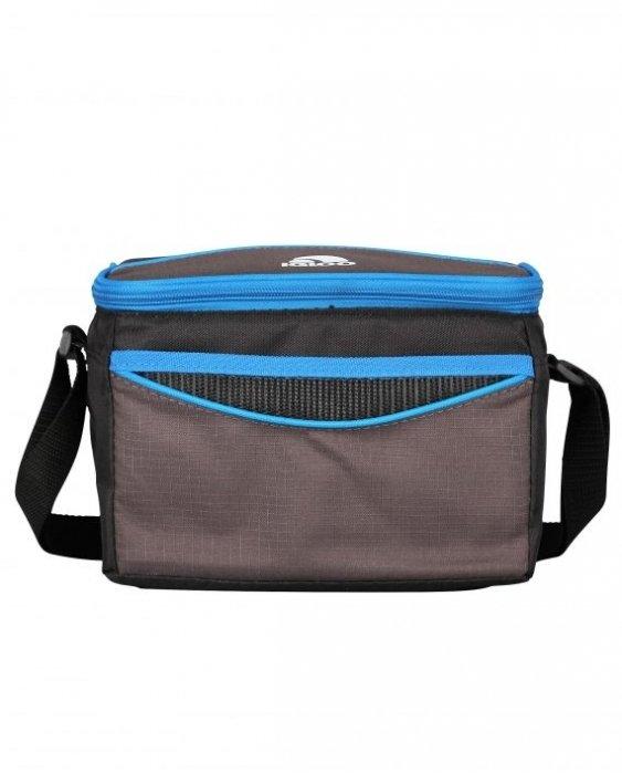 Сумка-холодильник Igloo Collapse&amp;Cool 6 blueСумки-холодильники<br>Яркая и компактная сумка-термос Igloo (Иглу) Collapse Cool 6 blue имеет эффективную теплоизоляцию, а ее внешняя поверхность отличается легкостью в уходе и защищенностью при прямом контакте с водой. Такой аксессуар незаменим в походе, а также будет отличным спутником в любом автомобильном путешествии.&amp;nbsp; Сумка изготовлена из очень легкого и прочного&amp;nbsp; материала.<br>Особенности и преимущества сумок-термосов представленной серии от компании Igloo:<br><br>1 отделение.<br>1 карман.<br>Ремень для переноски.<br>Фиксируется в сложенном виде и не практически не занимает места.<br><br>Американский производитель &amp;ndash; компания Igloo предложила новую серию изотермических сумок Collapse Cool, где каждая модель отличается высоким качеством, прочностью и практичностью. Такие изделия помогут сохранить прохладу напитков или сохранят скоропортящиеся продукты даже в летний зной. С сумкой-термосом Collapse Cool можно смело отправляться на пляж, пикник, рыбалку или прогулку на яхте. Удобная форма моделей семейства, компактные размеры и стильный облик придутся по душе каждому пользователю.<br><br>Страна: США<br>Объем, л: 4<br>Мощность, Вт: None<br>Питание, В: Нет<br>Темп. max, С: None<br>Темп. min, С: None<br>Габариты ВxШxД, мм: 225x160x160<br>Вес, кг: 1<br>Гарантия: 6 месяцев<br>Кабель питания: Нет<br>Назначение: Сумкатермос