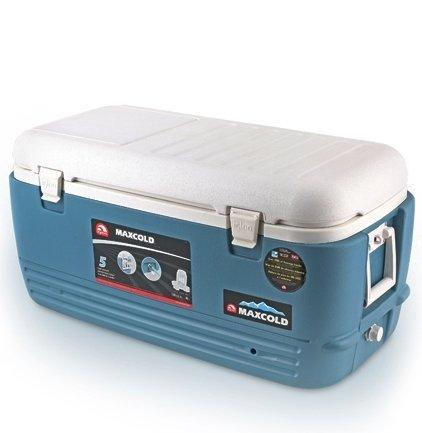 Изотермический контейнер Igloo MaxCold 100свыше 40 литров<br>Изотермический пластиковый контейнер Igloo MaxCold 100   это удобный и комфортный отдых на природе. Благодаря надежной термоизоляции контейнер позволяет сохранить ваши продукты и напитки охлажденными. Дополнительно приобретая аккумулятор холода, вы сможете дольше сохранить температуру внутри контейнера. Модель очень вместительная (95 л), имеет усовершенствованную фиксацию крышки для лучшей герметичности. Сбоку имеется сливная пробка для вывода конденсата. В крышке сделан люк, позволяющий достать содержимое без открывания всей крышки, что позволяет дольше сохранить температуру внутри контейнера.<br>Основные преимущества приобретения изотермического контейнера от торговой марки Igloo:<br><br>Современный привлекательный дизайн.<br>Удобные для транспортировки размеры.<br>Удобные ручки, упрощающие перенос контейнеров.<br>Есть модели с защелками на крышках и без.<br>Резьбовая сливная пробка для отвода конденсата.<br>Двойная пенная UltraTherm   изоляция корпуса и крышки позволяет поддерживать хранить лед  до 5 дней при температуре окружающей среды не более + 30  .<br>Разнообразные цветовые решения.<br>Идеален для любителей активного отдыха, рыбалки, охоты и путешествий.<br><br>MAXCOLD   это серия современных изотермических контейнеров, которые предназначены для хранения холодных продуктов. Материалы изготовления и габаритные размеры позволяют брать модели семейства на рыболовную лодку, на яхту или просто на какие-либо мероприятия на открытом воздухе. Для максимально длительного использование производитель рекомендует наполнить контейнер льдом, который не растает там около 5 дней благодаря качественному слою надежной изоляции. <br><br>Страна: США<br>Объем, л: 95,0<br>Мощность, Вт: Нет<br>Питание, В: Нет<br>Max температура, C: Нет<br>Min температура, C: Нет<br>Функция подогрева: Нет<br>Дельта t, C: Нет<br>Кабель питания: Нет<br>Назначение: Изотермический контейнер<br>ГабаритыВШД,мм: 440х430х940<br>Вес, кг: 9<br>Гар