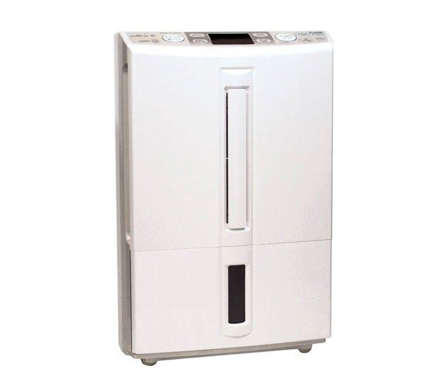 Осушитель воздуха Mitsubishi Electric MJ-E20BG-R120 литров<br>MA-E20BG-R1 от ведущего производителя MJ-E20BG-R1 представляет собой высокоэффективный и многофункциональный осушитель воздуха. Данный прибор рассчитан также на осуществление автономной очистки воздуха при работе в соответствующем режиме. Также присутствует возможность самостоятельной задачи устройству наиболее благоприятного показателя уровня влажности в помещении, который будет в дальнейшем поддерживаться.<br>Особенности и преимущества мультифункционального воздуха представленной модели от компании Mitsubishi Electric:<br><br>Осушение и очистка воздуха, поддержание уровня влажности.<br>Ультранизкий уровень шума.<br>Тонкий корпус для удобного хранения.<br>Многоступенчатая система очистки воздуха.<br>Автоматический перезапуск после сбоя электричества.<br>Поддержание равномерной влажности в помещении.<br>Автоматическое отключение при переполнении емкости для конденсата.<br>Возможность отвода конденсата через встроенный штуцер.<br>Визуальный контроль за уровнем воды в баке.<br>Расширенные возможности управления.<br>Функции прибора:<br><br><br>сушка белья;<br>анти плесень;<br>3 режима регулировки положения жалюзи;<br>внутренняя просушка;<br>эргономичное управление;<br>2 фильтра очистки воздуха;<br>указатель уровня влажности;<br>автономный режим работы в качестве очистителя.<br><br><br>Компактные размеры.<br>Стильный дизайн.<br><br>Мощный и производительный, но в то же время экономичный осушитель воздуха под брендом Mitsubishi Electric &amp;ndash; это многофункциональный прибор. Он справляется с такими задачами, как осушение излишней влаги из воздуха, сушка белья и обуви, просушка стен и потолков. Прибор избавит вас от плесени, обеспечив нормальный уровень влажности в помещении. Использовать устройство можно и в ванной комнате, так как корпус имеет хорошую пылевлагозащиту.<br><br>Страна: Япония<br>Производитель: Япония<br>Площадь, м?: 45<br>Осушение, л/с: 20<br>Емкость бака, л: 4,5<br>Отвод дренажа: Сбор в ба