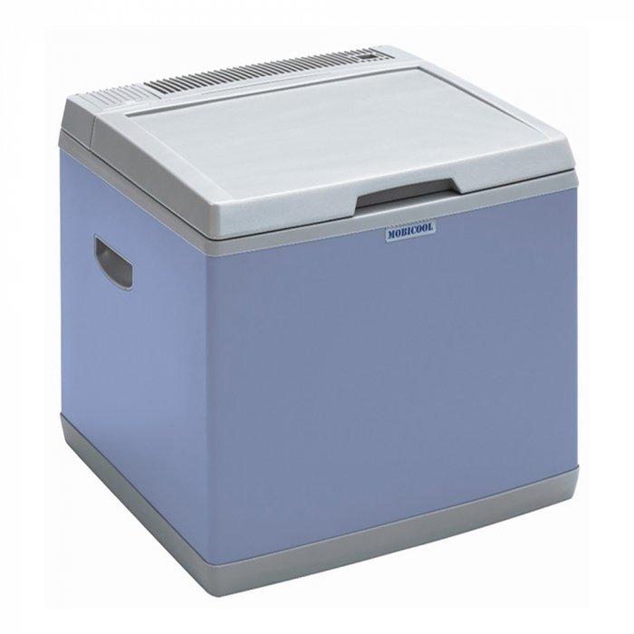 Компрессорный автохолодильник Mobicool B40 AC/DC Hybrid31-40 литров<br>Вместительный автомобильный холодильник Mobicool (Мобикул) B40 AC/DC Hybrid от немецкого производителя оснащен камерой с полезным объемом 40 литров, что позволит вам сохранить большой запас продуктов питания и напитков. Агрегат совмещает в себе сразу две технологии: во-первых, компрессорную &amp;ndash; регулировка температуры внутри камеры в диапазоне от + 10 до -15 градусов; во-вторых, термоэлектрическую, при которой он обеспечивает понижение температуры до 20 градусов ниже окружающей среды.<br>Особенности и преимущества представленной модели компрессорного холодильника от компании Mobicool:<br><br>Внушительный объем камеры. Внутренняя камера объемом 38 литров позволит сохранить немалый запас продуктов.<br>2 технологии охлаждения. В устройстве совмещены термоэлектрическая и компрессорная технологии охлаждения, которые задействуются в зависимости от подключения автохолодильника к питающей сети.<br>Мощнейший производительный компрессор обеспечит быстрое охлаждение и глубокую заморозку продуктов.<br>Широкий диапазон рабочей температуры в камере. Mobicool B40 AC/DC Hybrid при работе компрессора поддерживает температурный режим внутри камеры в диапазоне от +10&amp;deg;С до -15&amp;deg;С вне зависимости от окружающей температуры. При работе по термоэлектрическому принципу температура в камере будет на 20&amp;deg;C ниже температуры окружающей среды.<br>Универсальное питание. Устройство может работать как от автомобильной сети 12 В, так и от сети 220 В.<br><br>Компания Mobicool представляет серию автохолодильников компрессорного типа, которые придутся по вкусу всем, кто проводит долгое время в дороге или же любит выбираться на пикники. Эти компактные устройства отличаются большой вместительностью: внутри холодильной камеры прекрасно расположатся и продукты, и напитки. Представлена линейка разнообразными моделями, которые в качестве источника питания могут использовать как обычную бытовую сеть 220В, так 