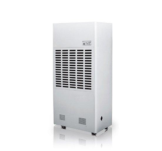 Осушитель воздуха Neoclima ND240&gt; 100 литров<br>NeoClima ND240 &amp;ndash; это мощный, удобный и производительный промышленный осушитель воздуха от известного бренда. Прибор имеет ЖК-дисплей, оснащен встроенной функцией самодиагностики, а его интерфейс максимально дружелюбен пользователю. Микропроцессорное управление обеспечивает максимальный комфорт эксплуатации и дает возможность регулировать режим работы. Стоит отметить, что прибор может работать не только на осушение, но и на обогрев.<br>Преимущества представленной модели промышленного мобильного осушителя воздуха:<br><br>Микропроцессорное управление.<br>Жидкокристаллический дисплей.<br>Индикация влажности, температуры, времени.<br>Программируемое время работы.<br>Выбор скорости вентилятора.<br>Регулирование интенсивности осушения.<br>Самодиагностика.<br>Вывод информации обо всех режимах работы на дисплей.<br>Дополнительный обогрев помещения.<br>Автоматическое размораживание.<br>Пластинчатый теплообменник.<br>Дренажный патрубок для постоянного отвода воды.<br>Фильтр для очистки воздуха от пыли.<br><br>Компания NeoClima представляет линейку промышленных осушителей воздуха ND. Это мощные приборы, которые предназначены для удаления излишней влаги в больших коммерческих помещениях. Серия представлена приборами разной производительности для помещений разной площади. Благодаря использованию осушителей представленной серии снижается риск возникновения инфекций, опасных для здоровья человека, которые распространяются во влажной среде. Работают приборы данной линейки в две ступени: первая &amp;ndash; это охлаждение забранного из помещения воздуха, конденсация и удаление из него влаги; вторая &amp;ndash; нагрев воздуха и подача его на выход. В интернет-магазине MirCli вы может купить промышленные осушители воздуха NeoClima по привлекательной цене!<br><br>Страна: Греция<br>Производитель: Китай<br>Осушение л\сутки: 240<br>Производительность, мsup3;/ч: 2800<br>Функция обогрева: Да<br>Отвод конденсата: Дренажная трубка<br>