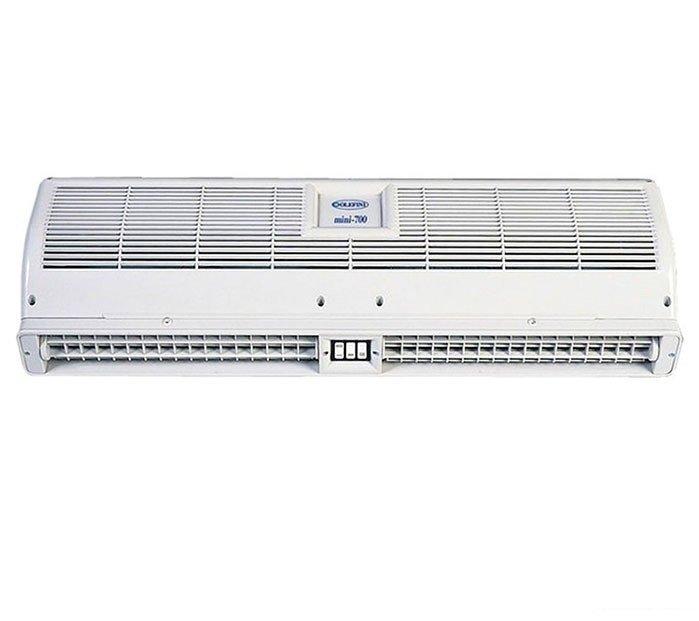 Электрическая тепловая завеса Olefini MINI-700 S/S*5 кВт<br>Olefini  (Олефини) MINI-700 S/S* представляет собой компактную, экономичную и удобную в эксплуатации модель тепловой завесы, оборудованную электрическим нагревательным элементом ленточного типа. Коррекция мощности и интенсивности нагрева воздушного потока осуществляется при помощи механической панели управления, расположенного на нижней панели корпуса.<br>Особые преимущества тепловых завес Olefini серии  MINI :<br><br>Экономия электроэнергии<br>Высокоэффективный ленточный нагревательный элемент<br>Защита от пыли, насекомых<br>Простота монтажа и эксплуатации<br>Выбор мощности нагрева<br>Компактные размеры корпуса<br>Современный дизайн<br><br>Тепловые завесы Olefini серии  MINI  отличаются компактными размерами корпуса, низкими шумовыми характеристиками и экономным потреблением электроэнергии. Эти приборы идеальной подойдут для установки в небольших помещениях   аптеках, парикмахерских, магазинах, кафе и т.д. Механическая панель управления позволяет изменять интенсивность нагрева воздушного потока и корректировать его мощность.<br><br>Страна: Греция<br>Производитель: Греция<br>Тип: Электрическая<br>Термостат в комплекте: Нет<br>Расход воздуха, мsup3;/ч: 300<br>Max высота, м: 2<br>Мощность, кВт: 4<br>Установка завесы: Горизонтальная<br>Регулировка температуры: Есть<br>Вентиляция без нагрева: Нет<br>Ширина завесы, м: 65,6<br>Пульт: Нет<br>Напряжение, В: 220 В<br>Вилка: None<br>Габариты ВхШхГ, см: 17,1х65,6х10,4<br>Вес, кг: 5<br>Гарантия: 1 год<br>Ширина мм: 656<br>Высота мм: 171<br>Глубина мм: 104