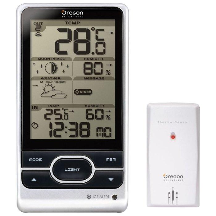 Цифровая метеостанция Oregon BAR208HGС радиодатчиком<br>Современная домашняя метеостанция с монохромным дисплеем с подсветкой&amp;nbsp;Oregon&amp;nbsp;(Орегон)&amp;nbsp;BAR208HG&amp;nbsp;будет иметь важное значение в жизни любого человека, который хочет значительно упростить себе задачу по получению достоверной, а главное точной информации об изменениях атмосферного давления и температуры (внутри или снаружи). К тому же, рассматриваемая модель способна измерить уровень влажности внутри помещения. Прибор поставляется с беспроводным датчиком выносного типа.<br><br>Страна: США<br>Диапазон темп. t, С: 40+60<br>Диапазон p, мм. рт. ст.: None<br>Диапазон rH, : 2595<br>Разрешение t, С: 0.1<br>Цвет корпуса: Серебристый<br>Питание, В: Батарейки<br>Колво батареек: 3<br>Тип батарейки: AA<br>Адаптер к 220В: Нет<br>В комнате t, С: Да<br>За окном t, С: Да<br>Влажность в помещении: Да<br>Влажность за окном: Да<br>Давление: Нет<br>Прогноз погоды: Да<br>Лунный календарь: Да<br>Размер, мм: 94х51х182.5<br>Вес, кг: 1<br>Гарантия: 1 год<br>Ширина мм: 51<br>Высота мм: 94<br>Глубина мм: 182.5