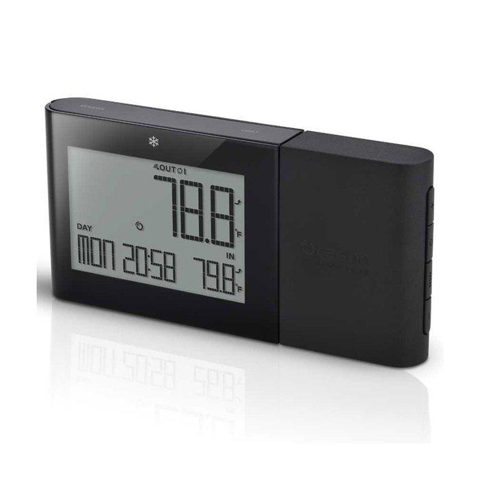 Электронный термометр Oregon RMR262-bС радиодатчиком<br>Электронный дистанционный термометр Oregon (Орегон) RMR262-b   это актуальное для многих функциональное изделие, которое сочетает в себе метеостанцию, часы, календарь и будильник. Устройство подскажет, если у вас в помещении воздух слишком влажный. Предусмотренный достойным производителем дисплей   жидкокристаллический, с подсветкой. RMR262-b лучший в своем сегменте.<br><br>Страна: США<br>Питание, В: Батарейки<br>Диапазон  t, С: 20+60<br>Тип батарейки: AA<br>Колво батареек: 2<br>Габариты, мм: 74x145x19<br>Вес, кг: 1<br>Гарантия: 1 год<br>Назначение: С радиодатчиком<br>Ширина мм: 145<br>Высота мм: 74<br>Глубина мм: 19