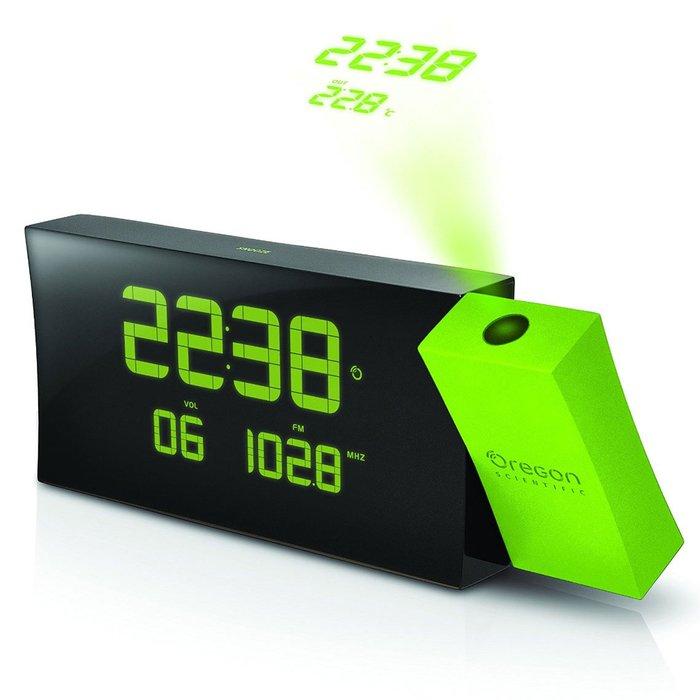 Часы с зеленой проекцией Oregon RRM222PNКрасная проекция<br>Oregon (Орегон) RRM222PN &amp;mdash; это удивительное многофункциональное устройство, которое представляет собой и метеостанцию, и радиоприемник и проекционные часы, которые позволяют создать проекцию текущего времени на потолок или на стену в условиях низкого освещения. Настольные часы RRM222PN с будильником и с термометром имеют датчики температуры для расположения внутри дома и на улице, чтобы всегда быть в курсе текущих климатических условий.<br><br>Страна: США<br>Питание, В: Сеть/Бат.<br>Тип батарейки: ААА<br>Колво батареек: 2<br>Адаптер к 220В: Есть<br>С будильником: Да<br>Радиодатчик: Да<br>С метеостанцией: Да<br>В помещении t, С: Да<br>За окном t, С: Да<br>Влажность в помещении: Нет<br>Влажность за окном: Нет<br>Давление: Нет<br>Прогноз погоды: Нет<br>Габариты, мм: 22х200х80<br>Вес, кг: 1<br>Гарантия: 1 год<br>Ширина мм: 200<br>Высота мм: 22<br>Глубина мм: 80