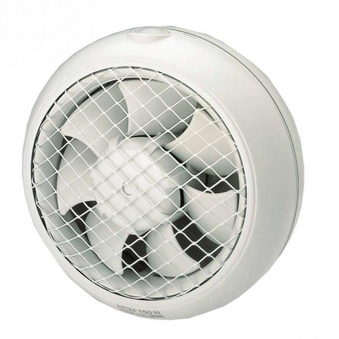Вентилятор для оконной установки Soler &amp; Palau HCM 150NВытяжки для ванной<br>Оконный вентилятор  Soler   Palau HCM 150N предназначен как для установки в квартирах и частных домах, так и для промышленных и торговых помещений. Осевой вентилятор подходит для установки на стены или окна. Вентилятор работает в нескольких режимах скорости, которые можно переключать при помощи электронного регулятора. Модель оборудована автоматическими жалюзи и защитой от перегрева.<br>HCM   это вытяжные вентиляторы от торговой марки Soler   Palau. Модели этого семейства могут устанавливаться в стене или же в окне. Устройства изготовлены из высокопрочного пластика, отличаются небольшим весом и отличной надежностью. Работают вентиляторы с минимальными шумовыми показателями, что обеспечивает комфорт их эксплуатации.<br>Особенности и преимущества вентиляторов Soler   Palau представленной серии:<br><br>Вентиляторы имеют класс герметичности II.<br>Рабочая температура от 0 С до +40 С.<br>Инерционные жалюзи автоматически открываются под действием воздушного потока при включении вентилятора и закрываются при его выключении.<br>Защитная решетка препятствует попаданию в вентилятор посторонних предметов.<br>При оконной установке необходимо закрепить, при помощи двух винтов, в заранее проделанном отверстии внутреннюю и внешнюю части вентилятора.<br>При настенной установке необходимо закрепить, при помощи четырех шурупов, внутреннюю часть вентилятора на стене на заранее подготовленном отверстии.<br><br><br>Страна: Испания<br>Производитель: Испания<br>Мощность, Вт: 25<br>Поток воздуха мsup3; ч: 400<br>Частота вращения, об/мин: 1900<br>Колво скоростей: 1<br>Управление: Механическое<br>Уровень шума, дБа: 40<br>Таймер: Нет<br>Гигрометр: Нет<br>Регулировка высоты: Нет<br>Влагозащищенный корпус: IPX4<br> диаметр установки, мм: 100<br>Питание, Вт: 230<br>Габариты ВхШхГ, мм: 214x214x88<br>Вес, кг: 1<br>Гарантия: 1 год<br>Ширина мм: 214<br>Высота мм: 214<br>Глубина мм: 88