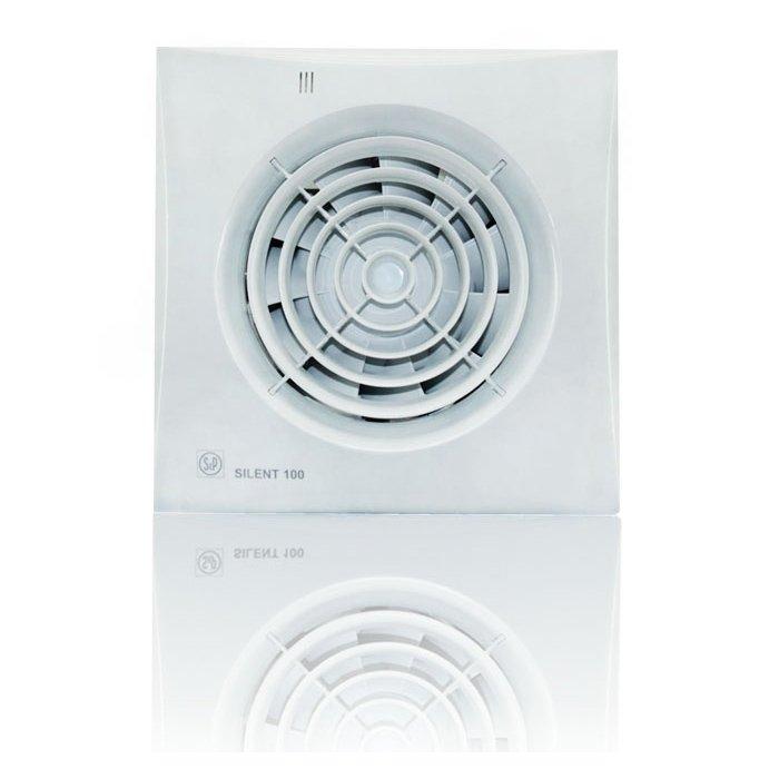 Вентилятор Soler &amp; Palau SILENT-100 CZ 12VВытяжки для ванной<br>Модель накладного вентилятора Soler   Palau SILENT-100 CZ 12V &amp;mdash; это отличное решение для вентиляции вашего дома. Он идеально подходит для любых небольших помещений и практически не издает шума.&amp;nbsp; Корпус прибора выполнен в белом цвете, винт закрыт защитной решеткой, а двигатель имеет специальные крепления. Модель надежно крепится на стене или потолке, имеет световой индикатор и датчик движения.<br>Особенности и преимущества вентиляторов Soler   Palau представленной серии:<br><br>Разработаны специально для решения проблем вентиляции в ванных комнатах, санузлах и других небольших помещениях.<br>Электродвигатель крепится к корпусу при помощи резиновых &amp;laquo;сайлент-блоков&amp;raquo;, которые предотвращают передачу вибраций и шума от двигателя к корпусу вентилятора. Также, снижению шума способствует особая аэродинамическая форма передней решетки вентилятора.<br>Вентиляторы комплектуются шариковыми подшипниками &amp;ndash; это снижает шум, увеличивает срок службы и позволяет устанавливать вентилятор в любом положении. Срок службы вентиляторов SILENT составляет более 30000 часов.<br>Модельный ряд вентиляторов SILENT состоит из трех типоразмеров: SILENT-100, SILENT-200 и SILENT-300.<br><br>Модификации:<br><br>C &amp;mdash; Модель оснащена обратным клапаном.<br>Z &amp;mdash; Модель с шариковыми подшипниками, не требующими обслуживания (срок службы до 30000 часов).<br>R &amp;mdash; Модель оснащена регулируемым таймером, который позволяет вентиля- тору работать заданное время, после выключения.<br>H &amp;mdash; Модель оснащена гигростатом (датчиком влажности).<br>D &amp;mdash; Модель оснащена датчиком движения (радиус действия около 4 м).<br><br>Осевые вентиляторы из серии SILENT от торговой марки Soler   Palau &amp;mdash; это тихие и компактные помощники для ванной комнаты и любого другого помещения, где необходимо организовать вытяжку воздуха. Модели эргономичны и отличатся привлекател
