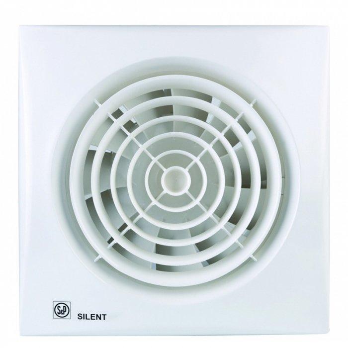 Вентилятор Soler &amp; Palau SILENT-200 CZВытяжки для ванной<br>Мощная бесшумная вентиляционная система Soler   Palau SILENT-200 CZ предназначена для обслуживания помещений с повышенным уровнем влажности. Модель оборудована системой обратного хода и защитой от проникновения в корпус влаги и пыли, что обеспечивает надежную работу вентилятора без дополнительного обслуживания. Вентилятор рекомендуется устанавливать на потолок или стену в ванных и туалетных комнатах.<br>Особенности и преимущества вентиляторов Soler   Palau представленной серии:<br><br>Разработаны специально для решения проблем вентиляции в ванных комнатах, санузлах и других небольших помещениях.<br>Электродвигатель крепится к корпусу при помощи резиновых  сайлент-блоков , которые предотвращают передачу вибраций и шума от двигателя к корпусу вентилятора. Также, снижению шума способствует особая аэродинамическая форма передней решетки вентилятора.<br>Вентиляторы комплектуются шариковыми подшипниками   это снижает шум, увеличивает срок службы и позволяет устанавливать вентилятор в любом положении. Срок службы вентиляторов SILENT составляет более 30000 часов.<br>Модельный ряд вентиляторов SILENT состоит из трех типоразмеров: SILENT-100, SILENT-200 и SILENT-300.<br><br>Модификации:<br><br>C   Модель оснащена обратным клапаном.<br>Z   Модель с шариковыми подшипниками, не требующими обслуживания (срок службы до 30000 часов).<br>R   Модель оснащена регулируемым таймером, который позволяет вентиля- тору работать заданное время, после выключения.<br>H   Модель оснащена гигростатом (датчиком влажности).<br>D   Модель оснащена датчиком движения (радиус действия около 4 м).<br><br>Осевые вентиляторы из серии SILENT от торговой марки Soler   Palau   это тихие и компактные помощники для ванной комнаты и любого другого помещения, где необходимо организовать вытяжку воздуха. Модели эргономичны и отличатся привлекательным внешним обликом, что делает их отличным выбором для объектом, где предъявляются повышенные требовани