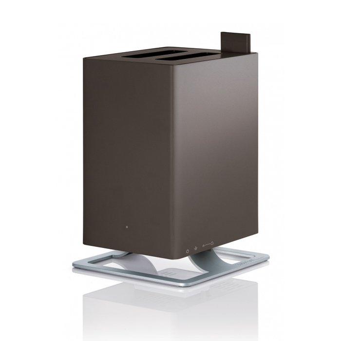 Увлажнитель воздуха Stadler Form A-010Ультразвуковые<br>Изысканное дизайнерское решение увлажнителя воздуха Stadler Form (Стадлер Форм) A-010 позволит вам разместить его в любых помещениях, даже в тех, которые отличаются премиальным интерьером. Обслуживаемая площадь   до 25 квадратных метров. Прибор экономно использует ресурсы и может значительно повысить уровень влажности и сделать жилищные условия благоприятными для вашего самочувствия.<br>Главные достоинства рассматриваемой модели увлажнителя воздуха от торговой марки Stadler Form:<br><br>Невероятно стильный современный внешний облик, компактные размеры.<br>Ультразвуковой принцип работы.<br>Высокая производительность.             <br>Картридж для предотвращения минеральных отложений Anticalc.<br>Поплавковый датчик уровня воды.<br>Бактерицидный картридж Silver Cube.<br>Автоматическое отключение.<br>Индикатор уровня воды в резервуаре.<br>Отключение при недостаточном количестве воды.<br>Ночной режим.<br>Щеточка для чистки.<br>Материал корпуса: пластик.<br><br>Оборудование для обработки воздуха от Stadler Form позволит организовать на обслуживаемой территории наиболее комфортные условия для людей. Представленные высокотехнологичные устройства применяются для увлажнения или осушения воздуха, помогают производить его качественное и эффективное очищение, насыщают полезными веществами и придают изящный и приятный аромат.  <br><br>Страна: Швейцария<br>Производитель: Китай<br>Площадь, м?: 25<br>Площадь по очистке, м?: Нет<br>Обьем бака, л: 2,5<br>Колво режимов работы: 2<br>Расход воды, мл/ч: 170<br>Гигростат: Нет<br>Гигрометр: Нет<br>Питание, В: 220 В<br>Звуковое давление, дБа: 30<br>Мощность, Вт: 12<br>Габариты ВхШхГ, см: 28,6x18,4x18,4<br>Вес, кг: 3<br>Гарантия: 1 год<br>Ширина мм: 184<br>Высота мм: 286<br>Глубина мм: 184