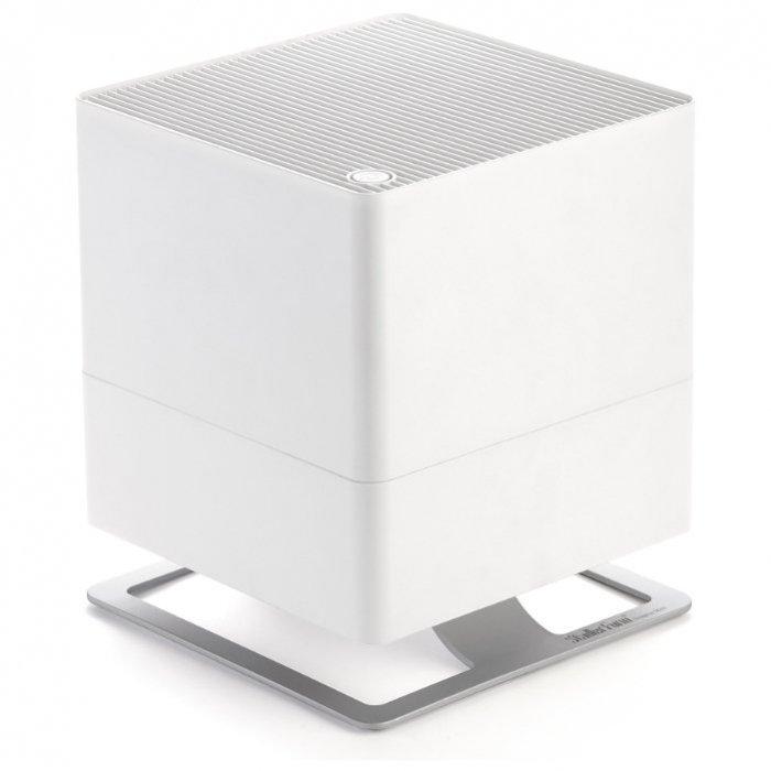 Увлажнитель воздуха Stadler Form O-020ORТрадиционные<br>Увлажнитель воздуха Stadler Form O-020OR прекрасно впишется в любой интерьер и способен быстро откорректировать уровень содержания влаги в воздухе в помещении площадью около 50 квадратных метров. Этот приор имеет кубическую форму и очень устойчивое основание, благодаря которому его практически невозможно опрокинуть.<br>Особые преимущества увлажнителей воздуха Stadler Form:<br><br>Подходит для больших помещений около<br>Бактерицидный картридж Silver Cube<br>Новые текстильные фильтры из экологичного материала с антибактериальной пропиткой<br>Автоматическое отключение при окончании воды<br>Индикатор замены фильтров<br>Ночной режим<br>Емкость для ароматизатора<br>Низкая потребляемая мощность<br>Малый вес<br>Компактные размеры<br>Высокий расход воды<br>Низкий уровень шума<br>Материал корпуса: пластик<br>Основание: металл\цинк<br>Современный дизайн<br><br>Увлажнитель воздуха является незаменимым помощником в поддержании здоровой атмосферы. Увлажнитель производства швейцарской компании Stadler Form (Штадлер Форм) серии Oskar Original имеет вместительную емкость для воды и высокий уровень парообразования, благодаря чему он способен очень быстро повысить уровень влажности воздуха в большом помещении.<br><br>Страна: Швейцария<br>Производитель: Швейцария<br>Площадь, м?: 50<br>Площадь по очистке, м?: None<br>Воздухообмен, мsup3;/ч: 75<br>Колво режимов работы: 2<br>Обьем бака, л: 3,5<br>Расход воды, мл/ч: 370<br>Уровень шума, дБа: 39<br>Питание, В: 12/220<br>Мощность, Вт: 18<br>Гигростат: Нет<br>Гигрометр: Нет<br>Габариты ВхШхГ, см: 24,6x29x24,6<br>Вес, кг: 3<br>Гарантия: 1 год<br>Ширина мм: 290<br>Высота мм: 246<br>Глубина мм: 246