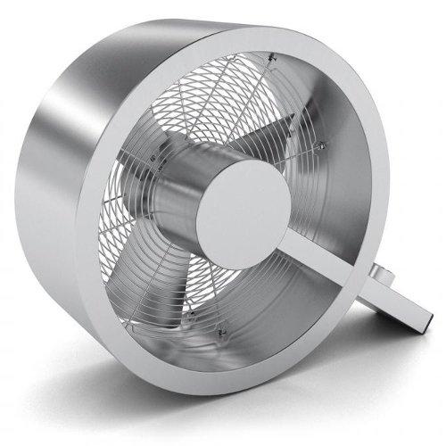 Вентилятор Stadler Form Q-002Лопастные<br>Напольно-настольный вентилятор Stadler Form Q-002 отличается стильным футуристическим дизайном, который позволит ей эффектно смотреться в любом помещении с современным интерьером. Корпус этого прибора изготовлен из нержавеющей стали и отполирован до зеркального блеска. На ножке этого вентилятора производитель установил кнопки управления мощностью обдува.<br>Особые преимущества вентилятора Stadler Form Q-002:<br><br>Высокая производительность<br>Три режима скорости<br>Низкое потребление энергии<br>Корпус изготовлен из нержавеющей стали<br>Эксклюзивный дизайн<br>Низкий уровень шума<br><br>Швейцарская компания, специализирующаяся на производстве бытовой и климатической техники, предлагает модель вентилятора Stadler Form (Штадлер Форм) Q-002, имеющую уникальный современный дизайн. Благодаря специальной конструкции лопастей этот вентилятор способен создавать довольно мощный поток воздуха, не производя при этом практически никакого шума.<br><br>Страна: Швейцария<br>Производитель: Швейцария<br>S обдува, мsup2: None<br>Диаметр лопастей, дюйм: None<br>Мощность, Вт: 40<br>Воздушный удар: None<br>Воздухообмен м3/ч: 2700<br>Угол наклона, : None<br>Угол поворота, : None<br>Режим обдува: Есть<br>Уровень шума, дБ: 58<br>Пульт управления: Нет<br>Таймер: Нет<br>Ионизация: Нет<br>Увлажнение: Нет<br>Обогрев: Нет<br>Цвет: Серая сталь<br>Габариты ВхШхГ, мм: 43х36х18<br>Вес, кг: 4<br>Гарантия: 1 год<br>Ширина мм: 36<br>Высота мм: 43<br>Глубина мм: 18