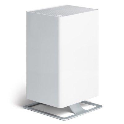 Очиститель воздуха Stadler Form V-001 Viktor WhiteCо сменными фильтрами<br>Воздухоочиститель марки Stadler Form  Viktor  является прибором премиум-класса. Представленная модель воплотила в себе самые новые разработки для технологической линейки от известной швейцарской компании. Каждый новый прибор от Stadler Form имеет современный дизайн и направлен на то, чтобы непременно стать очень оригинальной деталью для любых интерьеров. В этом воздухоочистителе конструкторы объединили интересный яркий дизайн и простоту эксплуатации, а также отличные технологические характеристики.  Viktor  объединяет все современные и самые инновационные разработки в производстве климатического оборудования.<br>Особенности:<br><br>Для представленного воздухоочистителя была создана специальная система осуществления фильтрации, которая в совершенстве удаляет из воздуха большинство неприятных запахов, различных микрочастиц, а также вредоносных микроорганизмов.<br>Представленное устройство будет защищать Ваш дом от всевозможных бактерий и вирусов, шерсти домашних животных, пыли, а также пылевых клещей, неприятных запахов и дыма от сигарет. Такой уровень защиты обеспечивается благодаря наличию системы, которая состоит из различных комбинированных фильтров. В нее входят: фильтр для предварительной очистки, а также угольный фильтр и запатентованная система обеспечения многоступенчатой фильтрации называемая HPP. Эффективность такой системы достигается за счет выработки мощного магнитного поля.<br>Прибор также обеспечен системой для произведения ароматизации воздуха в помещениях.<br>Для обеспечения пользователю максимально комфортного управления воздухоочистителем предусмотрена система многоуровневой мощности. В устройстве можно запрограммировать пять уровней скорости подачи потока воздуха - от самой минимальной, которая предназначается для использования ночью (ночной режим), до самой максимальной, которая предназначается для быстрого очищения воздуха в помещении и при особо сильных загрязнениях.<br>