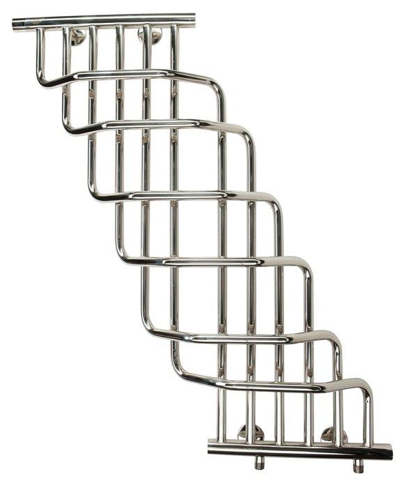Водяной полотенцесушитель Terminus Ниагара 370x930Лесенка<br>Дизайн полотенцесушителя Terminus (Терминус) Ниагара 200x930 изящно впишется в любое оформительское решение каждой ванной комнаты. Перекладины изящно переплетаются между собой, благодаря чему вся конструкция изделия отдаленно напоминает водопад.&amp;nbsp; Представленная модель обязательно станет самым ярким аксессуаром вашего помещения, принесет в него атмосферу тепла и уюта. &amp;nbsp;&amp;nbsp;&amp;nbsp;<br>Главные особенности рассматриваемой модели водяного полотенцесушителя от отечественного бренда TERMINUS:<br><br>Серия товаров &amp;laquo;Люкс&amp;raquo;.<br>Эксклюзивный дизайн и превосходное качество.<br>Разработан для сушки изделий из текстиля.<br>Абсолютная безопасность эксплуатации.<br>Технология нового поколения методом лазерной сварки &amp;ndash; особая прочность сварного шва.<br>Для полировки поверхности используется самое современное оборудование европейского производства, что позволяет добиваться зеркального качества поверхности (12 класс чистоты).<br>Собственная запатентованная технология IRON CONNECT позволяет изготавливать полотенцесушители уникального дизайна методом контактно-рельефной сварки.<br>В производстве применяются трубы, толщина стенок которых составляет не менее 2-х мм, что гарантирует десятикратный запас прочности, защиту от коррозии и устойчивость к резким перепадам давления в системе ГВС.<br>Минимальный срок службы изделий составляет 30 лет.<br>10 лет гарантии от производителя.<br>Обратите внимание: фитинги в комплекте не идут.<br><br>Для всех, кто решил установить в своей ванной комнате или, может быть кухне, водяной полотенцесушитель, предлагаем обратить внимание на Ниагара Terminus. Это изделие не оставит равнодушным ни одного пользователя. Модель практична, срок службы, заявленный производителем, составляет не менее тридцати лет. Устройство не только посушит ваши полотенца, но и выступит в качестве дополнительного источника тепла в помещении.&amp;nbsp; &amp;nbsp;<br><br>