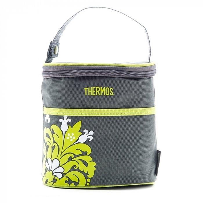 Сумка-холодильник ThermosСумки-холодильники<br>Thermos BOTTLE HOLDER - VALENCIA   это очень удобная в использовании современная сумка-термос для детей, оснащенная множеством дополнительных карманов для различных аксессуаров, салфеток и т.д. Объем данной сумки-термоса подходит для размещения двух детских бутылочек, что делает представленный аксессуар незаменимым в походе и путешествии с ребенком.<br>Особенности и преимущества сумок-термосов представленной серии от компании Thermos:<br><br>Изолирующий слой Isotec от Thermos позволяет сохранять свежесть и температуру продуктов.<br>Внешняя ткань из нейлона устойчива к загрязнениям и легка в уходе, внутренняя поверхность гигиенична и непромокаема.<br>Застежка молния создает необходимые условия для изоляции.<br>Прочные ручки по длине оптимальны для переноски на плече<br>Устойчивое дно сумки выполнено из материала, защищающего от пачкающих поверхностей.<br>Удобная молния для быстрого доступа.<br>Дополнительный внешний карман для аксессуаров.<br><br>Торговая марка Thermos представила российскому рынку удобные и функциональные сумки-термосы, которые станут отличным приобретением для тех, кто любит пикники или долгие прогулки, а также вынужден долгое время проводить в дороге. Сумка-термос прекрасно сохраняет температуру напитков и блюд, а если использовать аккумуляторы холода, то такой аксессуар сможет целые сутки работать в качестве портативного холодильника. Семейство сумок-термосов от бренда Thermos весьма разнообразно: на страницах нашего онлайн-каталога посетители найдут изделия не только различных цветовых решений, но также и конструкций, и объемов.<br><br>Страна: Великобритания<br>Объем, л: 2 бутылочки<br>Мощность, Вт: None<br>Питание, В: Нет<br>Темп. max, С: None<br>Темп. min, С: None<br>Габариты ВxШxД, мм: 170x160x90<br>Вес, кг: 1<br>Гарантия: 6 месяцев<br>Кабель питания: Нет<br>Назначение: Сумкатермос