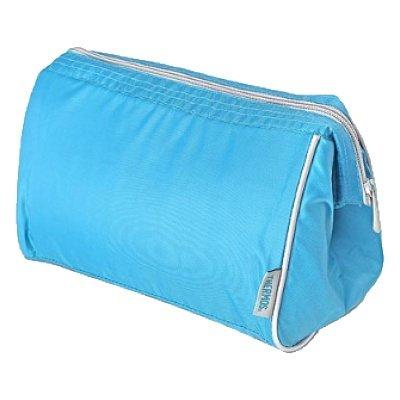 Сумка-термос Thermos Storage kit - BlueСумки-холодильники<br>Максимально современная и стильная сумка-термос Thermos (Термос) Storage kit &amp;ndash; Blue &amp;mdash; это лучшая спутница не только во время повседневных дальних прогулок, но и при автомобильных путешествиях или тогда, когда вы планируете отправиться на пикник. В данной сумке вы сможете переносить косметические продукты или лекарства &amp;mdash; она поможет сохранить их свежесть и продлить срок годности. &amp;nbsp;&amp;nbsp;&amp;nbsp;<br>Основные достоинства рассматриваемой модели сумки-термоса от Thermos:<br><br>Сделано в виде удобной сумки-косметички.<br>Прочный материал изготовления.<br>Внутреннее термоотталкивающее покрытие.<br>Идеальна для хранения косметики, кремов или лекарств.<br>Удобно переносить и хранить.<br>Компактные размеры, небольшой вес.<br>Высокая степень износоустойчивости.<br><br>Сумки-термосы от торговой марки Thermos станут для вас отличными спутницами в путешествии или на пикнике, где они просто незаменимы благодаря своим эксплуатационным свойствам и пользовательским характеристикам. Данные аксессуары помимо того, что имеют большое количество дополнительных отделений, карманов для всяких мелочей и косметичку, при хранении удобно складываются.&amp;nbsp;<br><br>Страна: Великобритания<br>Объем, л: 1.5<br>Мощность, Вт: None<br>Питание, В: Нет<br>Темп. max, С: None<br>Темп. min, С: None<br>Габариты ВxШxД, мм: 190x255x150<br>Вес, кг: 1<br>Гарантия: 1 год<br>Кабель питания: Нет<br>Назначение: Сумкатермос