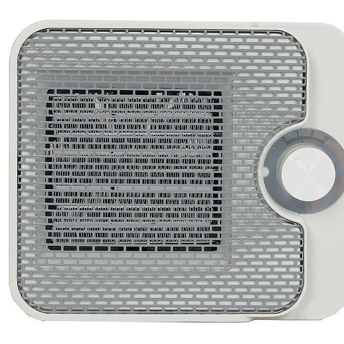 Керамический тепловентилятор Timberk TFH T15NTX.WБытовые<br>Тепловентилятор модели Timberk (Тимберк) TFH T15NTX.W поможет абсолютно безопасно и с комфортом обогреть помещения с небольшой площадью, при этом всегда характеризуясь максимально эффективным энергопотреблением и низким уровнем издаваемого шума. Производитель гарантирует долговечность устройства, так как его корпус был изготовлен из материалов особой прочности.<br>Главные достоинства тепловентиляторов Timberk с металлокерамическим нагревательным элементом:<br><br>Настольное вертикальное исполнение<br>Удобная ручка для безопасного перемещения<br>Два режима мощности на выбор (1000 Вт, 1500 Вт)<br>Двухуровневая защита от перегрева: терморегулятор и термоограничитель<br>Технология Oxygen Safe - увеличенная площадь нагревательного элемента и отсутствие негативного влияния на качество воздуха<br>Сверх-тихий DC-мотор и абсолютная компактность<br>Высокоэффективный металлокерамический нагревательный элемент<br>Новейшее цветовое решение<br>Пониженный уровень шума<br><br>Современные и эффективные тепловентиляторы от бренда Timberk помогут с комфортом организовать необходимый микроклимат в помещениях самых разных типов и будут всегда эксплуатироваться бесшумно, безопасно и не расходуя большого количества электроэнергии. Все модели имеют передовое управление и надежную многоуровневую защиту от возникновения различных неполадок.<br><br>Страна: Швеция<br>Мощность, кВт: 1,5<br>Площадь, м?: 1720<br>Тип нагревательного элемента: Металлокерамический<br>Тип регулятора: Механический<br>Защита от перегрева: Есть<br>Отключение при опрокидывании: Нет<br>Ионизатор: Нет<br>Дисплей: Нет<br>Пульт: Нет<br>Габариты, мм: 210x95x180<br>Вес, кг: 1<br>Гарантия: 1 год<br>Ширина мм: 95<br>Высота мм: 210<br>Глубина мм: 180