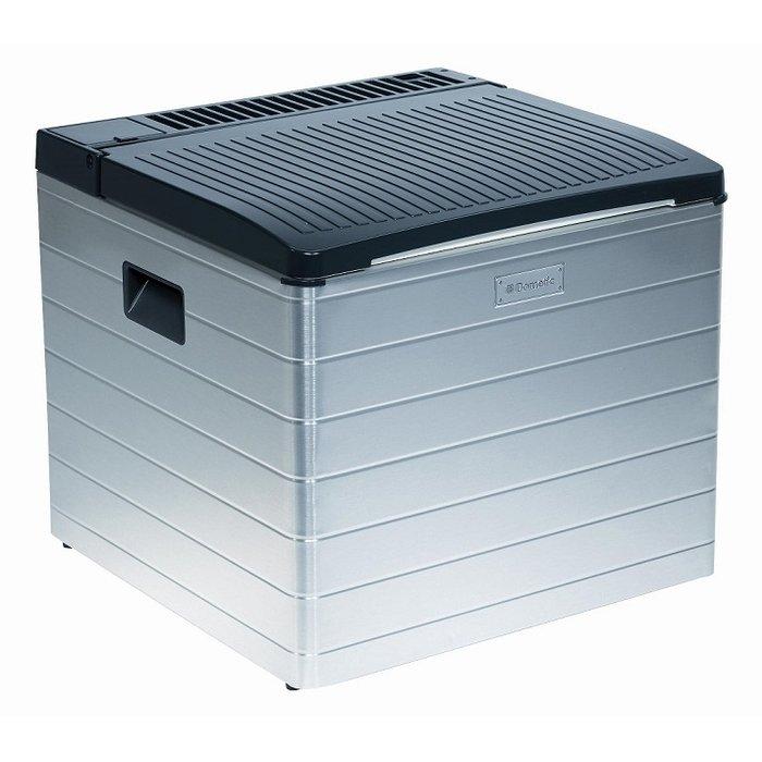 Абсорбционный холодильник Waeco-Dometic Combicool ACX 40 Gдо 40 литров<br>Waeco (Ваеко) Combicool ACX 40 G представляет собой компактный абсорбционный автомобильный холодильник с камерой, объемом 40 литров. Прибор может работать и от электрической сети, и от сжиженного газа (газовый баллон и адаптер приобретаются отдельно). Газ потребляет прибор очень экономично: всего 11.7 г/ч Вт. А расход электричества составляет 85 Вт.<br>Особенности и преимущества абсорбционного автомобильного холодильника Waeco представленной модели:<br><br>охлаждение до 25 &amp;deg; C ниже температуры окружающей среды, но не ниже -0С<br>выполнен в алюминиевом корпусе<br>имеет регулировку температуры<br>пьезоподжиг<br>оснащен лотком для льда<br>абсолютно бесшумная работа<br>привлекательный дизайн<br>изоляция из полиуретана<br>комплектация: два кабеля питания &amp;ndash; 12Вт и 220Вт; картонная коробка; гарантийный талон.<br><br>Абсорбционные автохолодильники Waeco очень привлекательны для потребителей. Во-первых, они работают абсолютно бесшумно. Достигнуто это благодаря отсутствию каких бы то ни было трущихся или движущихся деталей. Во-вторых, такие агрегаты характеризуются повышенным эксплуатационным периодом, что&amp;nbsp; также является заслугой их особенной конструкции. В-третьих, абсорбционные холодильники экономичны в энергопотреблении, а вот температурный режим они обеспечивают отлично. И еще одно, хотя не последнее, преимущество &amp;ndash; агрегаты работают на водном растворе аммиака, а в качестве источника питания могут использовать сжиженный газ из баллона, что делает их прекрасными, и даже незаменимыми спутниками на пикниках и в туристических походах.<br><br>Страна: Германия<br>Объем, л: 40<br>Мощность, Вт: 85<br>Min температура, C: None<br>t охлаждения, C: None<br>Питание, В: 12/24<br>ГабаритыВШД,мм: 444x500x508<br>Дельта t, C: 25<br>Вес, кг: 16<br>Гарантия: 2 года