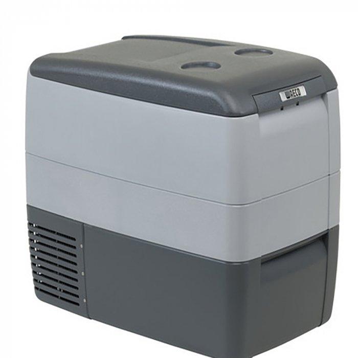 Электрический компрессорный автохолодильник  Waeco-Dometic CoolFreeze CDF-4631-40 литров<br>Электрический компрессорный автохолодильник  WAECO (Ваеко) CoolFreeze CDF-46 обеспечивает непрерывную регулировку температуры в диапазоне от + 10 до -15 градусов посредством встроенного электронного термостат. Крышка и корпус устройства выполнены из ударопрочного пластика, термоизоляция   из пенополиуретана. В комплект поставки входит соединительный кабель для подключения устройства к сети. Агрегат оснащен защитой от пониженного напряжения а так же работает на фреоне.<br><br>Страна: Германия<br>Объем, л: 39<br>Мощность, Вт: 45,0<br>Питание, В: 12/24<br>Max температура, C:: +10<br>Min темп., C: 15<br>Кабель питания: Есть<br>Назначение: Легковой автомобиль<br>Габариты ВxШxД, мм: 560x475x40<br>Вес, кг: 20<br>Гарантия: 3 года