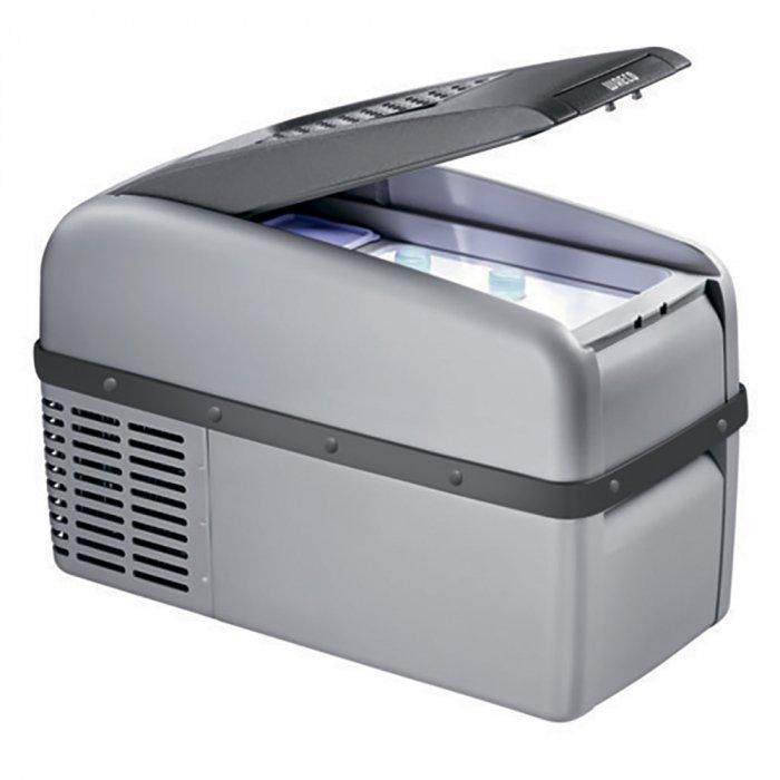 Компрессорный автохолодильник Waeco-Dometic CoolFreeze CF 16до 30 литров<br>Waeco (Ваеко) CoolFreeze CF 16 представляет собой небольшой портативный автохолодильник, в котором вы сможете сохранить свежесть продуктов, а также охладить воду и напитки. Агрегат оборудован термостатом, который следит за температурным режимом внутри охлаждающей камеры. Дизайн прибора тщательно продуман и характеризуется эргономичностью.<br>Особенности и преимущества компрессорного автомобильного холодильника Waeco представленной модели:<br><br>автоматическая защита от обратной полярности;<br>электронный термостат;<br>полностью герметичный компрессор со встроенной электроникой управления;<br>защиты от низкого напряжения / электронный предохранитель;<br>изоляция из пенополиуретана;<br>не потребляет много электроэнергии;<br>оснащен встроенным предохранителем зарядки аккумулятора;<br>при включении быстро набирает необходимую температуру;<br>после отключения температура держится определенное время;<br>чрезвычайно компактный дизайн<br>подсветка холодильной камеры;<br>может работать от солнечной батареи.<br><br>Семейство компрессорных автомобильных холодильников, разработанное компанией Waeco,   это удобные современные агрегаты, которые работают по тому же принципу, что и привычные ботовые приборы. Эти небольшие агрегаты оснащены компрессорами, обеспечивающим движение и нагрев хладагента. Также в процессе охлаждения используется конденсатор, охлаждающий фреон, и испаритель, который, собственно, и понижает температуру. Автомобильные компрессорные холодильники, как правило, имеют большую вместительность, чем их  коллеги , использующие другой принцип работы (абсорбцию, систему термоэлектрики), что обеспечило их популярность у покупателей.<br> <br><br>Страна: Германия<br>Объем, л: 15<br>Мощность, Вт: 35<br>Питание, В: 12/24/220<br>Max температура, C:: +10<br>Min темп., C: 18<br>Кабель питания: Есть<br>Назначение: Легковой автомобиль<br>Габариты ВxШxД, мм: 366.9x549.5x260<br>Вес, кг: 10<br>Гарантия: 3