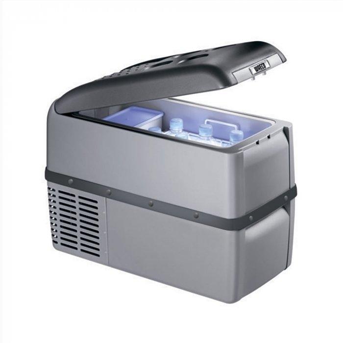 Автомобильный холодильник  Waeco-Dometic CoolFreeze CF 26до 30 литров<br>Современный автомобильный холодильник на 12v 220v Waeco (Ваеко) CoolFreeze CF 26, вместимостью 21,5 литров, представляет собой компактное оборудование, подходящее не только  для установки в автомобиль. Но и для использования в других местах, где необходимо охладить напитки и сохранить свежесть продуктов. Такой прибор будет уместен в офисах, в гостиницах, в больницах и т.д.<br><br>Страна: Германия<br>Объем, л: 21,5<br>Мощность, Вт: 35<br>Питание, В: 12/24/220<br>Max температура, C:: +10<br>Min темп., C: 18<br>Кабель питания: Есть<br>Назначение: Легковой автомобиль<br>Габариты ВxШxД, мм: 550x425x260<br>Вес, кг: 11<br>Гарантия: 3 года
