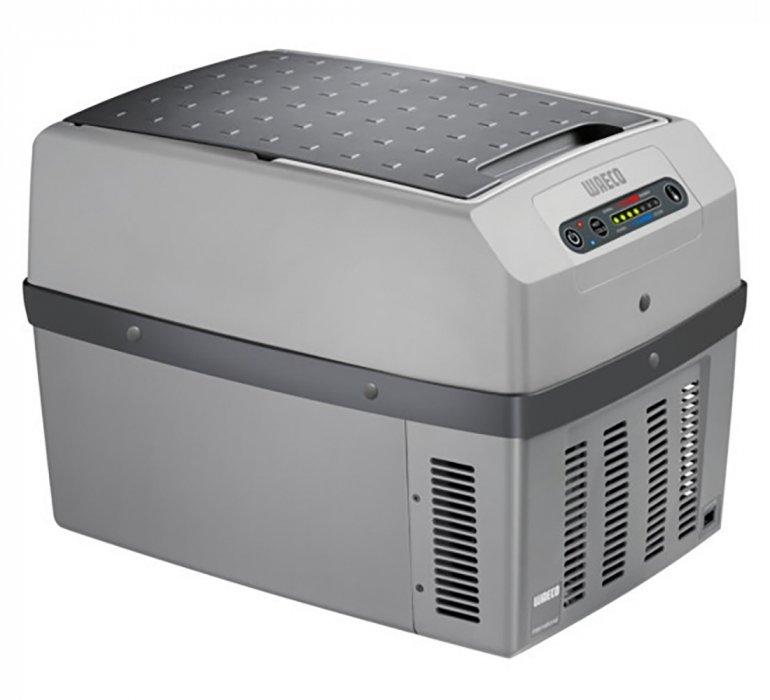 Термоэлектрический автохолодильник Waeco-Dometic TropiCool TCX-3531-40 литров<br>Waeco (Ваеко) TropiCool TCX-35 представляет собой новую модель автомобильного холодильника от известного немецкого производителя. Данный прибор использует систему Пельтье &amp;ndash; термолектрический принцип, согласно которому обеспечивает температуру внутри камеры ниже температуру наружного воздуха на 25оС. Кроме того, автохолодильник снабжен функцией подогрева, при которой может достигаться температура в 65оС.<br>Особенности и преимущества термоэлектрического автомобильного холодильника Waeco представленной модели:<br><br>Питание: 12/24 В DC, 230 В AC<br>Энергопотребление:&amp;nbsp; 12 В &amp;ndash; 46 Вт, 24 В &amp;ndash; 50 Вт, 230 В &amp;ndash; 64 Вт<br>Диапазон температур: охлаждение на 25&amp;deg;C ниже температуры окружающей среды, нагрев до +65&amp;deg;C<br>Система &amp;mdash; термоэлектрика (элемент Пельтье)<br>Отсутствие фреона<br>Простота использования<br>Эргономичная конструкция<br>Охлаждение и подогрев<br>Большой ресурс работы<br>Качественные комплектующие<br>Плотная термоизоляция<br>Незатруднительная транспортировка<br>Оптимальная вместительность<br><br>Термоэлектрические холодильники Waeco не используют для работы фреон, а значит не оказывают негативного воздействия на окружающую среду, поскольку их принцип работы совершенно не похож на принцип работы привычных ботовых холодильных приборов. Также стоит отметить, что агрегаты отличаются большим ресурсом работы и неприхотливы в эксплуатационных условиях. Обратите внимание: термоэлектрические холодильники способны не только охлаждать, но и подогревать, поэтому станут отличным спутником в длительных поездках.&amp;nbsp;<br><br>Страна: Германия<br>Объем, л: 33<br>Мощность, Вт: 64<br>Питание, В: 12/24/220<br>Max температура, C: 65<br>Min температура, C: None<br>Функция подогрева: None<br>Дельта t, C: 25<br>Кабель питания: Есть<br>Назначение: Автохолодильник<br>ГабаритыВШД,мм: 550x460x376<br>Вес, кг: 8<br>Гарантия: 2 года