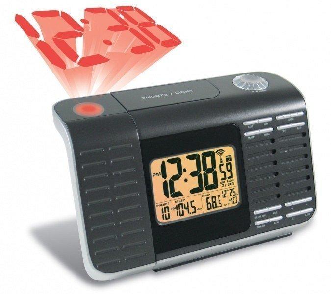 Проекционные часы с термометром Wendox W4962Красная проекция<br>Небольшие настольные электронные часы с термометром имеют много дополнительных функций и могут по праву считаться многофункциональным электронным устройством. Часы серии W4962 с лазерной проекцией на потолок или на стену также измеряют температуру окружающего воздуха. Но и это еще не все   часы от Wendox имеют функцию календаря, будильника, и даже выполняют роль небольшого радиоприемника.<br><br>Страна: Великобритания<br>Питание, В: Сеть/Бат.<br>Тип батарейки: АА<br>Колво батареек: 4<br>Адаптер к 220В: Есть<br>С будильником: Да<br>Радиодатчик: None<br>С метеостанцией: None<br>В помещении t, С: Да<br>За окном t, С: Нет<br>Влажность в помещении: Нет<br>Влажность за окном: Нет<br>Давление: Нет<br>Прогноз погоды: Нет<br>Габариты, мм: 200х70х190<br>Вес, кг: 1<br>Гарантия: 1 год<br>Ширина мм: 70<br>Высота мм: 200<br>Глубина мм: 190