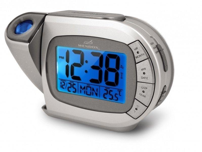 Проекционные часы с мульти проекцией Wendox W692E-SКрасная проекция<br>Электронные часы с будильником от Wendox &amp;ndash; это функциональность и качество исполнения, а также стильный дизайн. В серебристом корпусе небольшого размера модели проекционных часов W692E-S помимо часов присутствует календарь, будильник, а также комнатный термометр. Особенностью модели является оформление подсветки и проекции на потолок или на стену, если последняя синего цвета, то подсветка меняющаяся, с возможность выбора нужного цвета. Часы будильник с проекцией &amp;ndash; стильный современный гаджет.<br><br>Страна: Великобритания<br>Питание, В: Сеть/Бат.<br>Тип батарейки: АА<br>Колво батареек: 3<br>Адаптер к 220В: Есть<br>С будильником: Да<br>Радиодатчик: None<br>С метеостанцией: None<br>В помещении t, С: Да<br>За окном t, С: Нет<br>Влажность в помещении: Нет<br>Влажность за окном: Нет<br>Давление: Нет<br>Прогноз погоды: Нет<br>Габариты, мм: 190х65х150<br>Вес, кг: 1<br>Гарантия: 1 год<br>Ширина мм: 65<br>Высота мм: 190<br>Глубина мм: 150