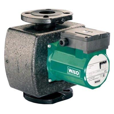 Циркуляционный насос Wilo TOP-S 50/15 DMНасосы для отопления<br>Циркуляционные насосы поверхностного типа TOP-S 50/15 DM от Wilo (Вило) обладают широким диапазоном рабочих температур (от -2 до +130 оС). Корпус насоса покрыт антикоррозионным покрытием, надежно защищающим насос от воздействия влаги. Двигатель насоса имеет защиту от перегрева. Благодаря возможности двухстороннего подвода кабеля, монтаж насоса максимально прост и удобен.<br>Основные преимущества циркуляционного насоса от немецкого бренда WILO:<br><br>Циркуляционный насос предназначен для перекачивания жидкости в системах отопления.<br>Используются в системах отопления и системах охлаждения/кондиционирования от -20 &amp;deg;C до +130 &amp;deg;C (TOP-S80/15 и TOP-S80/20 от -20&amp;deg;C до +110&amp;deg;C)<br>Корпус насоса с катафорезным покрытием (KTL) для защиты от коррозии при образовании конденсата.<br>Ручная регулировка мощности с 3 ступенями частоты вращения<br>Несложная установка благодаря комбинированному фланцу PN 6/PN 10 (для DN 40 - DN 65)<br>Настройка ступеней частоты вращения (3 ступени)<br>Световая индикация неисправности (опционально для всех типов насосов с защитным модулем Wilo-С)<br>Режим работы &amp;laquo;основной/резервный&amp;raquo; (автоматическое переключение насосов по сигналу неисправности/по таймеру): в качестве опции для всех типов насосов с защитным модулем Wilo-С<br>Корпус насоса: Серый чугун<br>Рабочее колесо: Синтетический материал<br>Вал: Нержавеющая сталь<br>Подшипники: металлографит<br>Длительный срок бесперебойной эксплуатации.<br><br>Циркуляционные насосы от немецкой торговой марки WILO &amp;ndash; это широкий выбор моделей, которые разработаны специально для использования в системах отопления, холодного или горячего водоснабжения, в бытовых или промышленных системах кондиционирования и системах циркуляции жидкости. Все приборы изготовлены их прочного серого чугуна с катафозным покрытием, что значительно увеличивает срок службы не только насоса, но и систем, в которых он