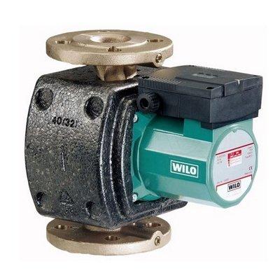 Циркуляционный насос Wilo TOP-Z 30/10 EMНасосы ГВС<br>WILO (Вило) TOP-Z 30/10 EM   это циркуляционный насос с мокрым ротором, степень защиты которого соответствует индексу IPX4D. Частоту вращения мотора можно переключать, эксплуатация и монтаж прибора предусмотрен только в строгом соответствии с установками, записанными в паспорте устройства. Циркуляционный насос данного типа настроен исключительно на перекачивание питьевой воды.<br>Основные преимущества циркуляционного насоса для систем ГВС от немецкого бренда WILO:<br><br>Ручная регулировка мощности с 3 ступенями частоты вращения<br>Серийно с теплоизоляцией.<br>Несложная установка благодаря комбинированному фланцу PN 6/PN 10 (при DN 40 - DN 65)<br>Возможна двусторонняя подводка кабеля к клеммной коробке (от P2 180 Вт) со встроенным лепестковым зажимом кабеля<br>Класс защиты IP 44<br>Резьбовое- или фланцевое соединение (в зависимости от типа) Rp   до DN 80<br>Макс. рабочее давление при стандартном исполнении: 6/10 бар, 6 или 10 бар (специальное исполнение: 10 бар или 16 бар)<br>Режим работы  основной/резервный  (автоматическое переключение насосов по сигналу неисправности/по таймеру): в качестве опции для всех типов насосов с защитным модулем Wilo-С<br>Корпус насоса: нержавеющая сталь/бронза/серый чугун (в зависимости от типа)<br>Рабочее колесо: Синтетический материал<br>Вал: нержавеющая сталь/керамика (в зависимости от типа)<br>Подшипники: Графит, пропитанный синтетической смолой<br>Длительный срок бесперебойной эксплуатации.<br><br>Для создания современных систем горячего водоснабжения инженеры немецкой компании WILO разработали серию циркуляционных насосов, способствующих стабильной, качественной и бесперебойной работе таких систем. Все модели семейства изготовлены из высокопрочных материалов, имеют поверхностный вариант установки, которая отличается простотой и минимальными затратами времени. Внедрение в конструкции агрегатов инновационной модели двигателей, позволило достичь невероятно скромного потребления эл