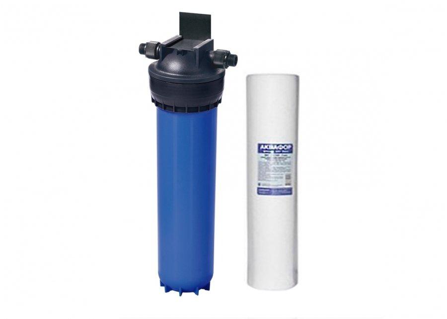 Фильтр для воды Аквафор Гросс(20) соединение (переходник) 1 с модулем ППМагистральные<br>Водоочиститель Аквафор Гросс (20) с модулем ПП гарантирует качественную защиту бытовой техники. Устройство предназначено для предварительной очистки холодной воды. Используется специальный армированный корпус, поверхность которого обладает высокой надежностью и устойчивостью перед образованием коррозии. Экономный фильтрующий элемент, все расходные материалы доступны в эксплуатации. Для удобства монтажа предусмотрено быстросъемное соединение. При необходимости можно укомплектовать модулем BigBlue 20.<br>Преимущества:<br><br>Чистая вода для ванны и душа<br>Гросс улучшает качество воды, делая приём ванны или душа не только приятным, но и полезным.<br>Надежный армированный корпус<br>Стеклонаполненный пластик выдерживает высокое давление, в том числе гидроудары. Гросс Миди надёжен и прослужит Вам не менее 5 лет.<br>Простая замена картриджа<br>Быстроразъёмное соединение позволяет заменить фильтрующий картридж без специальных инструментов.<br>Продлевает жизнь технике<br>Защищает чувствительные и дорогостоящие фильтры для воды, стиральные и посудомоечные машины, водонагревательные котлы и бойлеры.<br>Удобная установка<br>Благодаря поворачивающемуся кронштейну, Гросс легко встроить в любую конфигурацию водопроводных труб.<br>Доступные расходные материалы<br><br>Модули обладают рядом усовершенствований, так же улучшена структура очистного фильтрующего элемента, что гарантирует устранение всех механических примесей. Производитель Аквафор использует активированное углеродистое волокно АКВАЛЕН, очистные показатели которого превосходят все основные параметры классического активированного угля. Предусмотрена специальная активная поверхность, которая быстро деактивирует следы концентрации токсичных веществ, в том числе пестициды, фенол, хлороформ и активный хлор. Если сравнить очистную&amp;nbsp; эффективность АКВАЛЕНА, то 100 гр выполняет те же функции, что 1 кг обычного активированного угля. Т