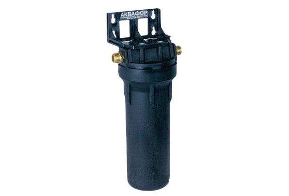 Корпус Аквафор 3/4 черныйМагистральные<br>Корпус водоочистителя Аквафор-3/4 для г/в черный имеет компактные габаритные размеры, а благодаря специальной резьбе процесс установки быстрый и незатруднительный. Изготавливается из армированного материала со специальными латунными вставками, благодаря такому производственному подходу изделие выгодно выделяется среди конкурентов. Предназначен для предварительного фильтра, который способен качественно удалять ржавчину, песок и разные вредные примеси.<br>Возможна комплектация с полипропиленовыми фильтрующими модулями размера 5мкм, 10мкм, 20мкм, предназначенных для горячей воды.<br>Компания Аквафор &amp;ndash; пожалуй, известнейший отечественный производитель фильтрующих систем для воды. Бренд динамично развивается, уже долгие годы находится на российском рынке и успел зарекомендовать себя в качестве надежного партнера. Магистральные фильтры от этой торговой марки &amp;ndash; неизменно высокоэффективные, долговечные и удобные. Такие водоочистители устанавливаются непосредственно в магистраль водопровода, обычно при входе в дом или квартиру, тем самым обеспечивая предварительную очистку воды. Что благоприятно сказывается не только на здоровье человека и на работоспособности бытовых приборов и сантехнических изделий. Ассортимент Магистральных фильтров под брендом Аквафор невероятно широк. Поэтому каждый покупатель сможет подобрать максимально подходящую модель.<br><br>Страна: Россия<br>Колво степеней очистки: None<br>Фильтрация, л/м.: None<br>Емкость, л: None<br>Раб. давление, атм: 6,2<br>Раб. температура, С: +5...+95<br>Умягчение: None<br>Минерализатор: None<br>Очистка от хлора: None<br>Очистка от тяжелых металлов: None<br>Очистка от ржавчины: None<br>Очистка от пестицидов: None<br>Очистка от фенола: None<br>Габариты, мм: 385х215х125<br>Вес, кг: 2<br>Гарантия: 1 год<br>Ширина мм: 215<br>Высота мм: 385<br>Глубина мм: 125