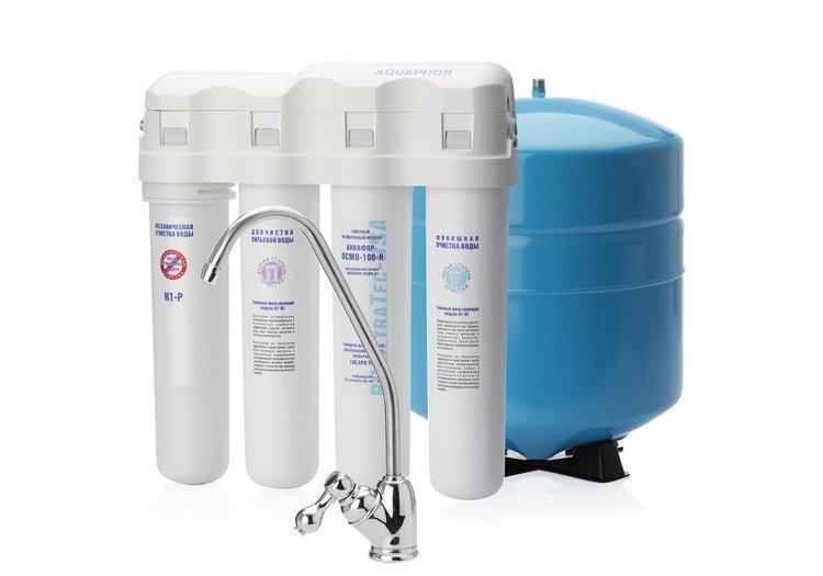 Фильтр для воды Аквафор Водоочиститель Осмо-100-К (исп. 4)Под мойку<br>Водоочиститель Аквафор-Осмо-100-К (исп. 4)&amp;nbsp; обеспечивает высокую эффективность очистки питьевой воды от большинства механических примесей и болезнетворных органических соединений. Скорость фильтрации воды достигает 16 литров в час, поэтому такой фильтр &amp;ndash;&amp;nbsp; отличный вариант для семьи. Предусмотрена уникальная концепция коллектора с единым блок- модулем, который изготавливается по новейшей технологии карбон- блок. Структура фильтра основана на Аквалене со специальным волокном и активированным углем в виде гранул.<br>Представленная фильтрующая система справляется с несколькими задачами:<br><br>Защищает от различных болезнетворных организмов.<br>Устраняет излишки солей жесткости, делая воду намного мягче.<br>Задерживает взвешенные примеси: песок, ржавчину, окалину и т.д.<br>Удаляет нитраты и формальдегиды.<br><br>Комплект поставки предусматривает не только картриджи с фильтрующими элементами. Но также кран и емкость для чистой воды.<br>Системы обратного осмоса Аквафор &amp;ndash; это совершенные системы фильтрации. Обратноосмотические мембраны сконструированы таким образом, что сквозь них проникают только молекулы воды, а все загрязнения &amp;ndash; задерживаются. Безусловно, скорость фильтрации у таких систем ниже, чем у обычных фильтров. Однако данный факт полностью компенсируется степенью очистки.<br><br>Страна: Россия<br>Колво степеней очистки: 4<br>Фильтрация, л/м.: 0,26<br>Емкость, л: None<br>Минерализатор: Есть<br>Умягчение: Есть<br>Очистка от хлора: Есть<br>Очистка от тяжелых металлов: Есть<br>Очистка от ржавчины: Есть<br>Очистка от пестицидов: Есть<br>Очистка от фенола: Есть<br>Габариты, мм: 390x190x450<br>Вес, кг: 15<br>Гарантия: 1 год<br>Ширина мм: 190<br>Высота мм: 390<br>Глубина мм: 450