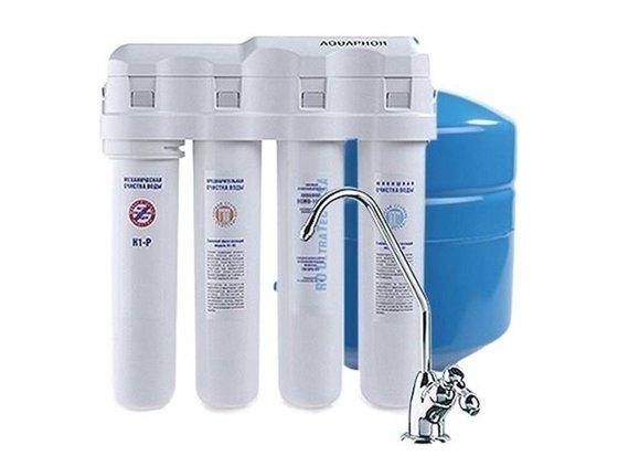 Фильтр для воды Аквафор Водоочиститель ОСМО-50-К исп.4Под мойку<br>Система фильтрации ОСМО-50-К исп.4 от российской компании Аквафор способна произвести очистку загрязненной воды любой жесткости, при этом гарантируется не только механическая (поверхностная), но также и глубокая очистка, устранение вредных составляющих элементов. Фильтрующее устройство имеет небольшие габаритные размеры и продуманную цилиндрическую форму, что позволяет быстро установить прибор в подходящем месте. Комплект картриджей рассчитан на использование в течение длительного времени: предварительный до трех месяцев, картридж доочистки до полугода, мембрана обратного осмоса до двух лет, а картридж финишной очистки до одного года.<br>Представленная фильтрующая система справляется с несколькими задачами:<br><br>Защищает от различных болезнетворных организмов.<br>Устраняет излишки солей жесткости, делая воду намного мягче.<br>Задерживает взвешенные примеси: песок, ржавчину, окалину и т.д.<br>Удаляет нитраты и формальдегиды.<br><br>Комплект поставки предусматривает не только картриджи с фильтрующими элементами, но также кран и емкость для чистой воды.<br>Системы обратного осмоса Аквафор &amp;ndash; это совершенные системы фильтрации. Обратноосмотические мембраны сконструированы таким образом, что сквозь них проникают только молекулы воды, а все загрязнения &amp;ndash; задерживаются. Безусловно, скорость фильтрации у таких систем ниже, чем у обычных фильтров. Однако данный факт полностью компенсируется степенью очистки.<br><br>Страна: Россия<br>Колво степеней очистки: 4<br>Фильтрация, л/м.: 0,13<br>Емкость, л: None<br>Минерализатор: Есть<br>Умягчение: Есть<br>Очистка от хлора: Есть<br>Очистка от тяжелых металлов: Есть<br>Очистка от ржавчины: Есть<br>Очистка от пестицидов: Есть<br>Очистка от фенола: Есть<br>Габариты, мм: 342х92х377<br>Вес, кг: 9<br>Гарантия: 1 год<br>Ширина мм: 92<br>Высота мм: 342<br>Глубина мм: 377