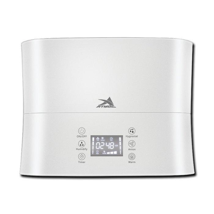 Увлажнитель воздуха Атмос 2750Ультразвуковые<br>Модель увлажнителя воздуха Атмос 2750 создана для восполнения влажности в помещение. Ультразвуковое распыление жидкости является безопасным для человека, пар поступает в комнату равномерно, его интенсивность можно легко отрегулировать. В общую конструкцию встроена также функция ароматизации, что позволяет создать в комнате приятный свежий аромат.<br>Главные достоинства рассматриваемого оборудования от бренда Атмос:<br><br>Изделие имеет современный эргономичный дизайн, оптимальный для любого интерьера, сенсорные кнопки управления,  цифровой LED дисплей, а также пульт ДУ.<br>Вращающаяся на 360 градусов двухкомпонентная форсунка распылителя значительно улучшает эксплуатационные свойства прибора.<br>Используемый в приборе картридж с инновационным керамическим наполнителем способен при соприкосновении с водой производить целый ряд полезных эффектов: дезинфекцию и очистку воды, удаление запахов, поглощение солей жесткости, освобождение полезных для здоровья ионов, а также предотвращение появления белого налета на предметах, окружающих увлажнитель. <br><br>Оборудование для увлажнения и очистки воздуха от АТМОС   это идеальное технологическое решение для осуществления профессиональной фильтрации воздуха и поддержания естественного и комфортного воздухообмена в помещениях жилого или коммерческого назначения. Каждое устройство было разработано с учетом нужд современного потребителя и полностью безопасно в использовании. <br><br>Страна: Германия<br>Производитель: Тайвань<br>Площадь, м?: 45<br>Площадь по очистке, м?: None<br>Обьем бака, л: 4,1<br>Колво режимов работы: 3<br>Расход воды, мл/ч: 370<br>Гигростат: Нет<br>Гигрометр: Да<br>Питание, В: 220 В<br>Звуковое давление, дБа: None<br>Мощность, Вт: 88<br>Габариты ВхШхГ, см: 31x24,5x15,5<br>Вес, кг: 2<br>Гарантия: 1 год<br>Ширина мм: 245<br>Высота мм: 310<br>Глубина мм: 155