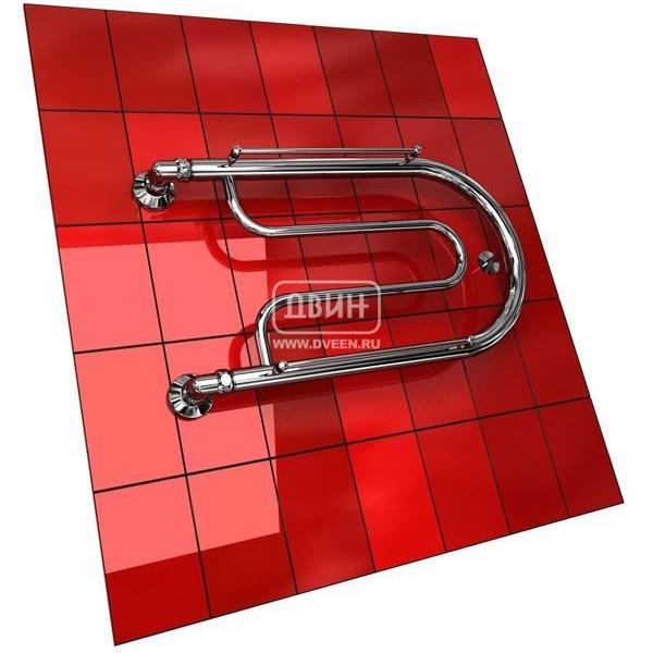 Водяной полотенцесушитель Двин B с полочкой (1) 32/70Фокстроты<br>Двин B с полочкой (1) 32/70&amp;nbsp;&amp;ndash; еще одна модель полотенцесушителя с подводом горячей воды. Разработан прибор отечественной торговой маркой, что дает ему неоспоримое преимущество перед импортными полотенцесушителями: он полностью адаптирован для работы в российских эксплуатационных условиях, а значит, сможет прослужить намного дольше зарубежных аналогов.<br>Выберите свой цвет полотенцесушителя:<br>&amp;nbsp;<br>Цена указана за полотенцесушители без цветного покрытия. Для определения стоимости прибора в цвете обратитесь к менеджеру.<br>Обратите внимание! Полотенцесушитель в цвете &amp;nbsp;поставляется под заказ. Срок выполнения заказа 10 дней.<br>Особенности и преимущества водяных&amp;nbsp;полотенцесушителей Двин серии&amp;nbsp;B с полочкой<br><br>Полотенцесушители отечественного производства.<br>Пищевая нержавеющая сталь марки AISI 304.<br>Толщина стенки коллектора полотенцесушителя 2 мм.<br>Рабочее давление 8 атмосфер (24,5 атм. макс).<br>Давление при испытании 40 атмосфер.<br>Максимально возможная температура воды 110 С.<br>Тепловая мощность, в зависимости от типоразмера полотенцесушителя, составляет от 130 до 360 Q-Вт.<br>Универсальное подключение: справа и слева.<br>Срок службы более 10 лет.<br><br>Комплектация:<br><br>Полотенцесушитель<br>Упаковка (картонная коробка, полиэтиленовый пакет)<br>Гарантийный талон<br>Паспорт на изделие<br><br>Обратите внимание! Фитинги не входят в комплект поставки! Цену на соединительные элементы уточняйте у менеджера.<br>Фокстрот &amp;ndash; одна из наиболее популярных форм полотенцесушителей, что объясняется их преимущественной практичностью перед другими формами. Серия фокстрот-полотенцесушителей &amp;laquo;B с полочкой&amp;raquo; от компании Двин представлена широким модельным рядом приборов разного размера, однако все они оснащены двумя полочками, сверху и снизу. Такая конструктивная особенность позволит использовать приборы для просушки обуви и